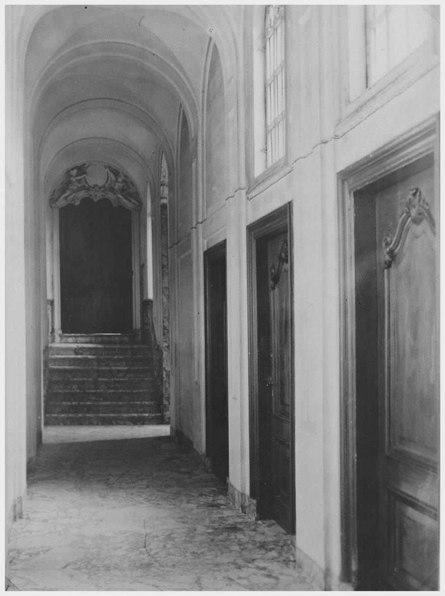 File interieur herenhuis gang en trap naar halve for Herenhuis interieur