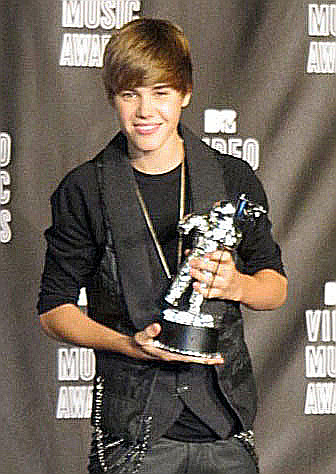 Ficheiro:Justin Bieber - MTV Video Music Awards 2010 cropped.jpg