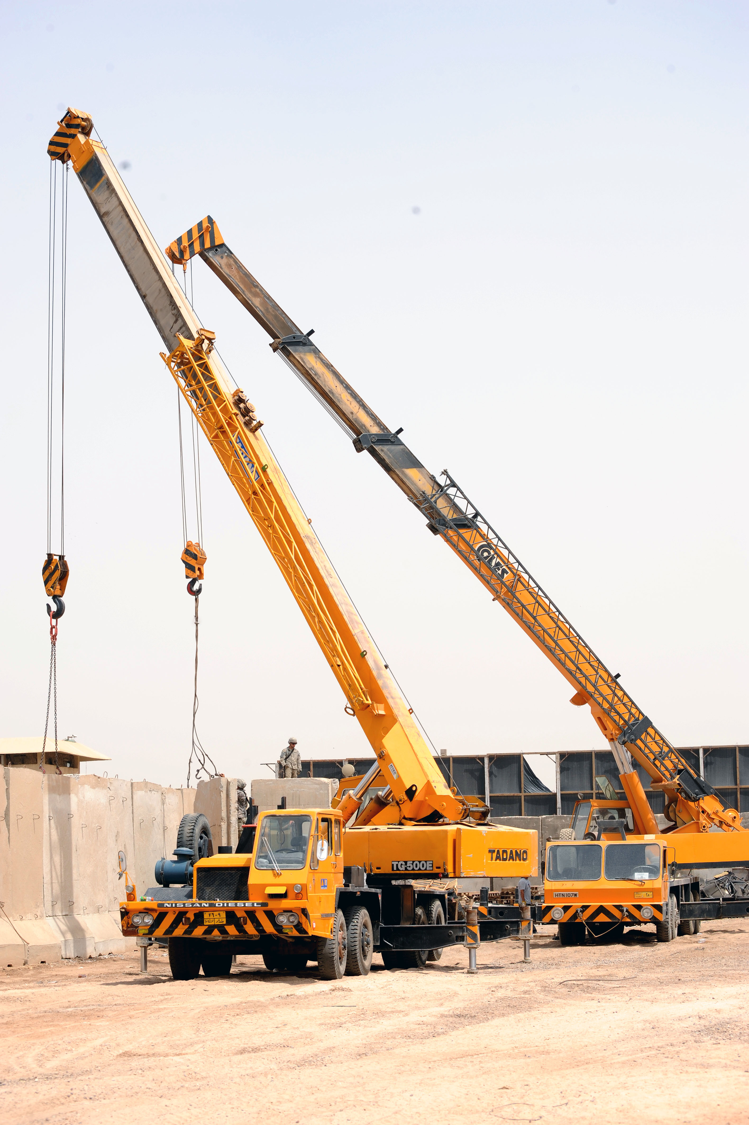 File Kato Truck Cranes In Baghdad Iraq Jpg Wikimedia
