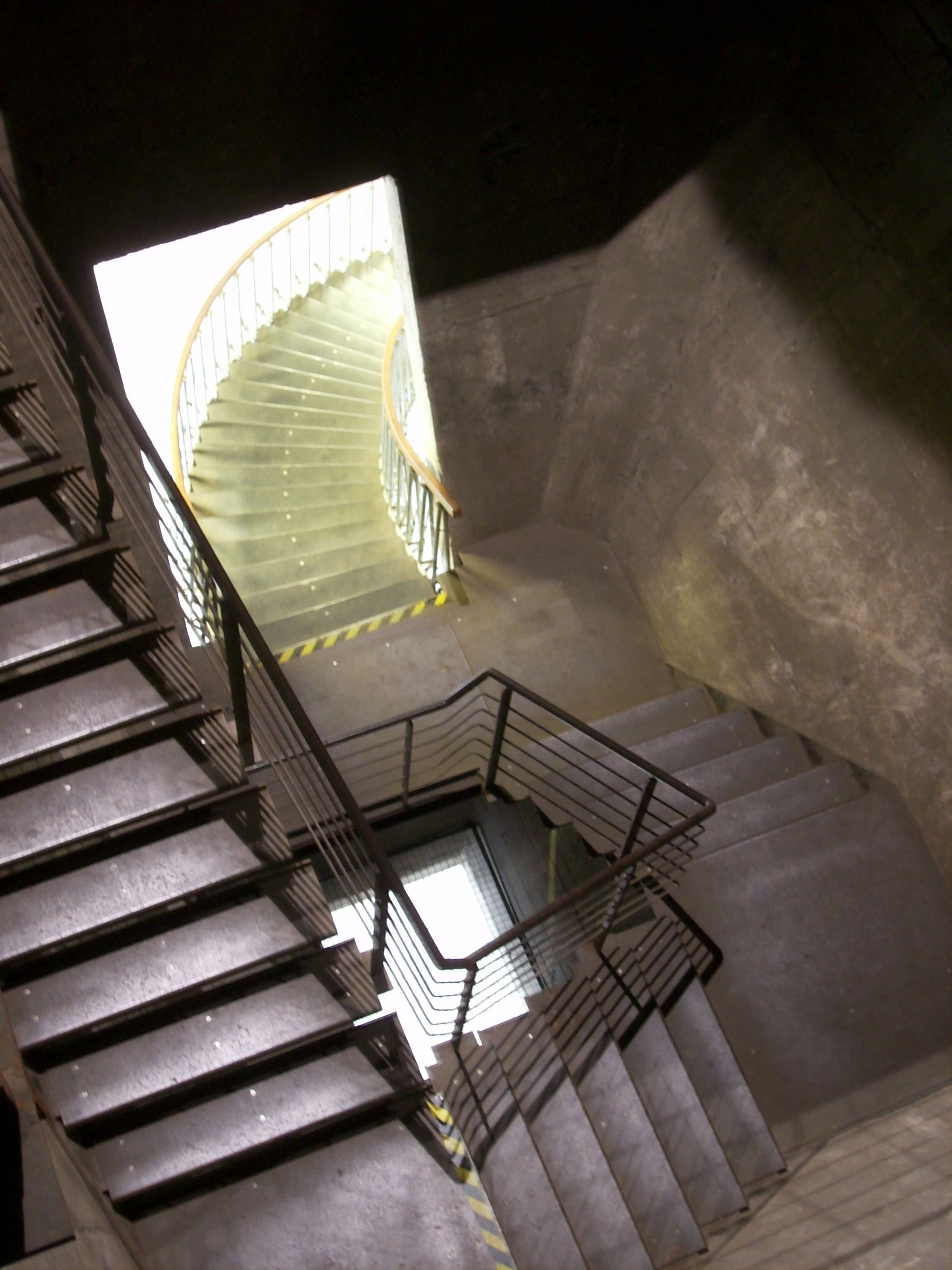 File Kokerei Zollverein Kohlenmischung Modernes Treppenhaus Jpg