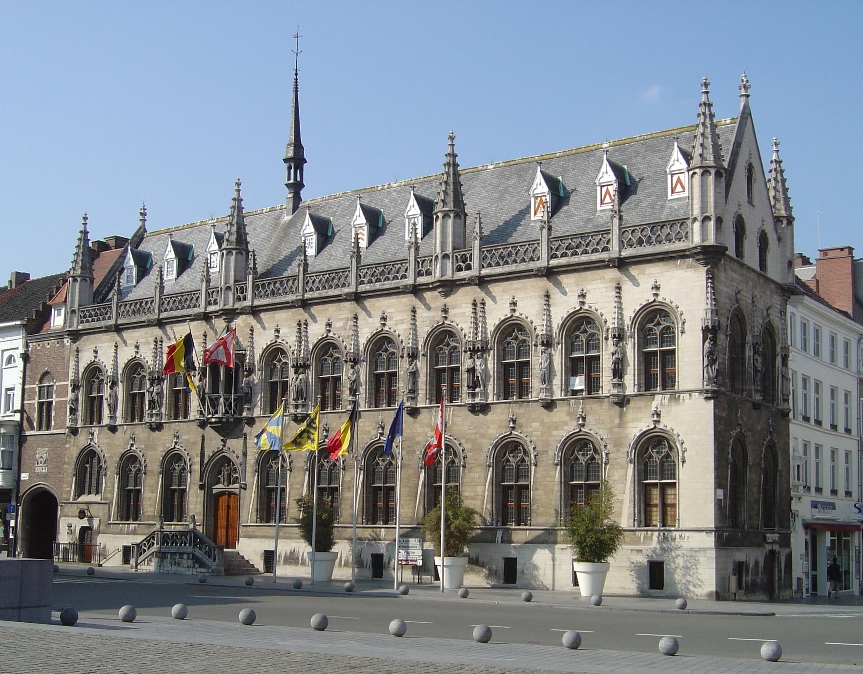 File kortrijk hotel de wikipedia for Bruxelles piscine
