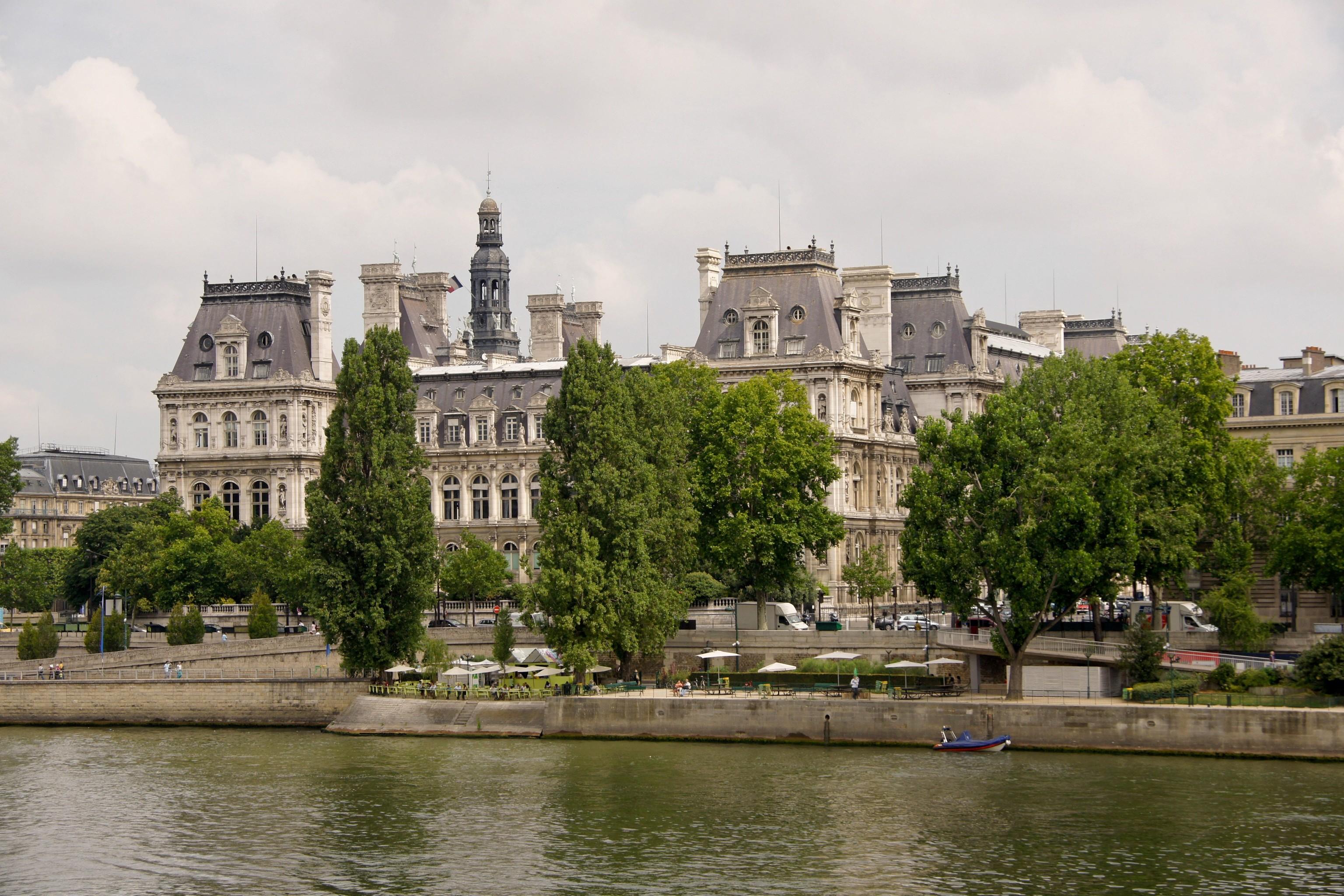 file l 39 h tel de ville de paris vu depuis le quai bourbon. Black Bedroom Furniture Sets. Home Design Ideas