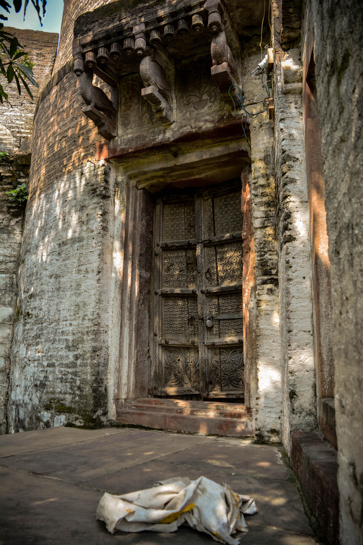File Locked Door At Shyam Temple Jpg Wikimedia Commons
