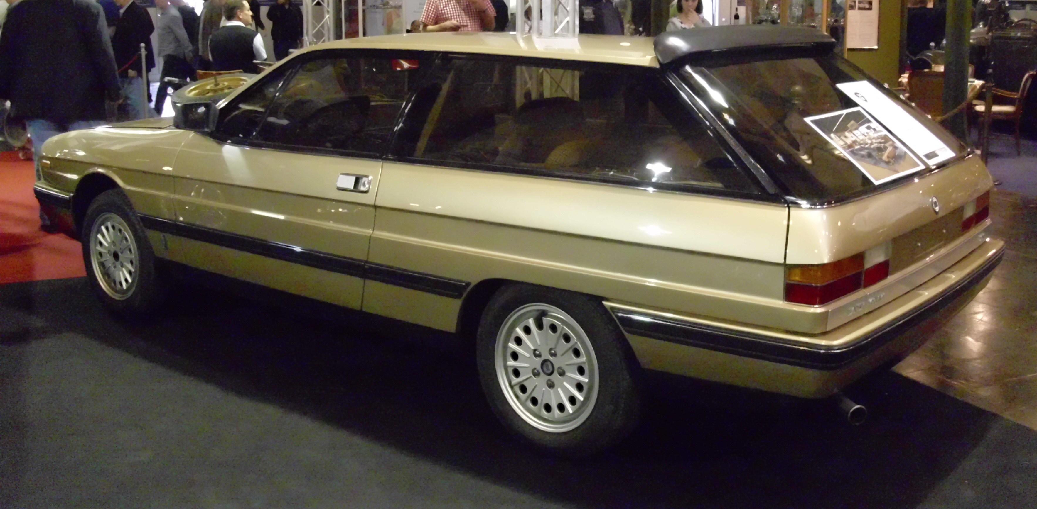 https://upload.wikimedia.org/wikipedia/commons/b/b5/Lancia_Gamma_Olgiata_1982_schr%C3%A4g.JPG