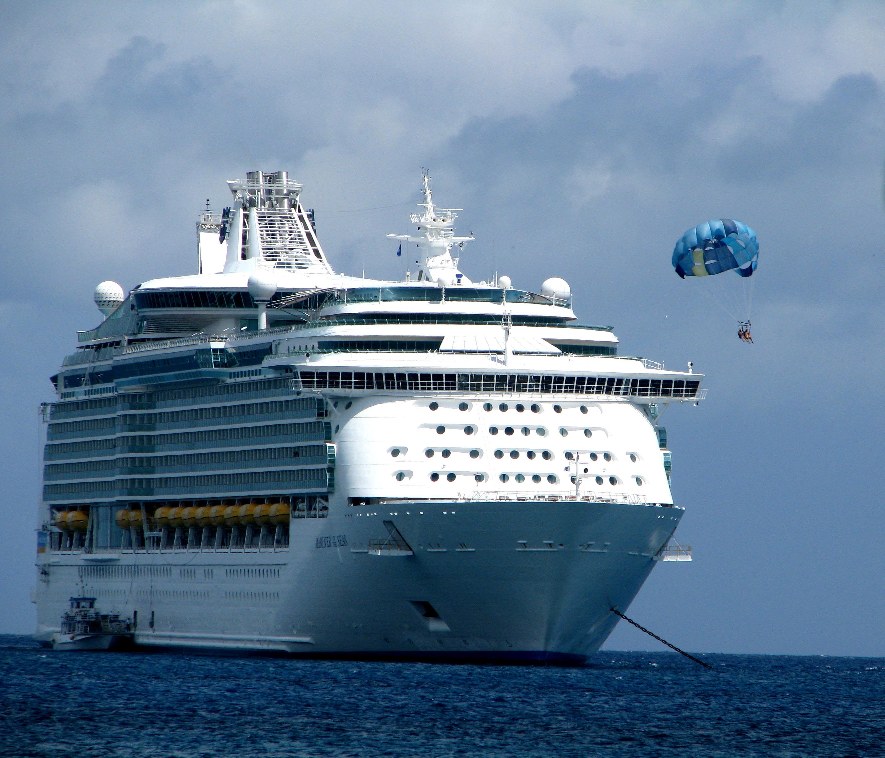 File:MS Mariner of the Seas - parasailing.jpg - Wikimedia ...