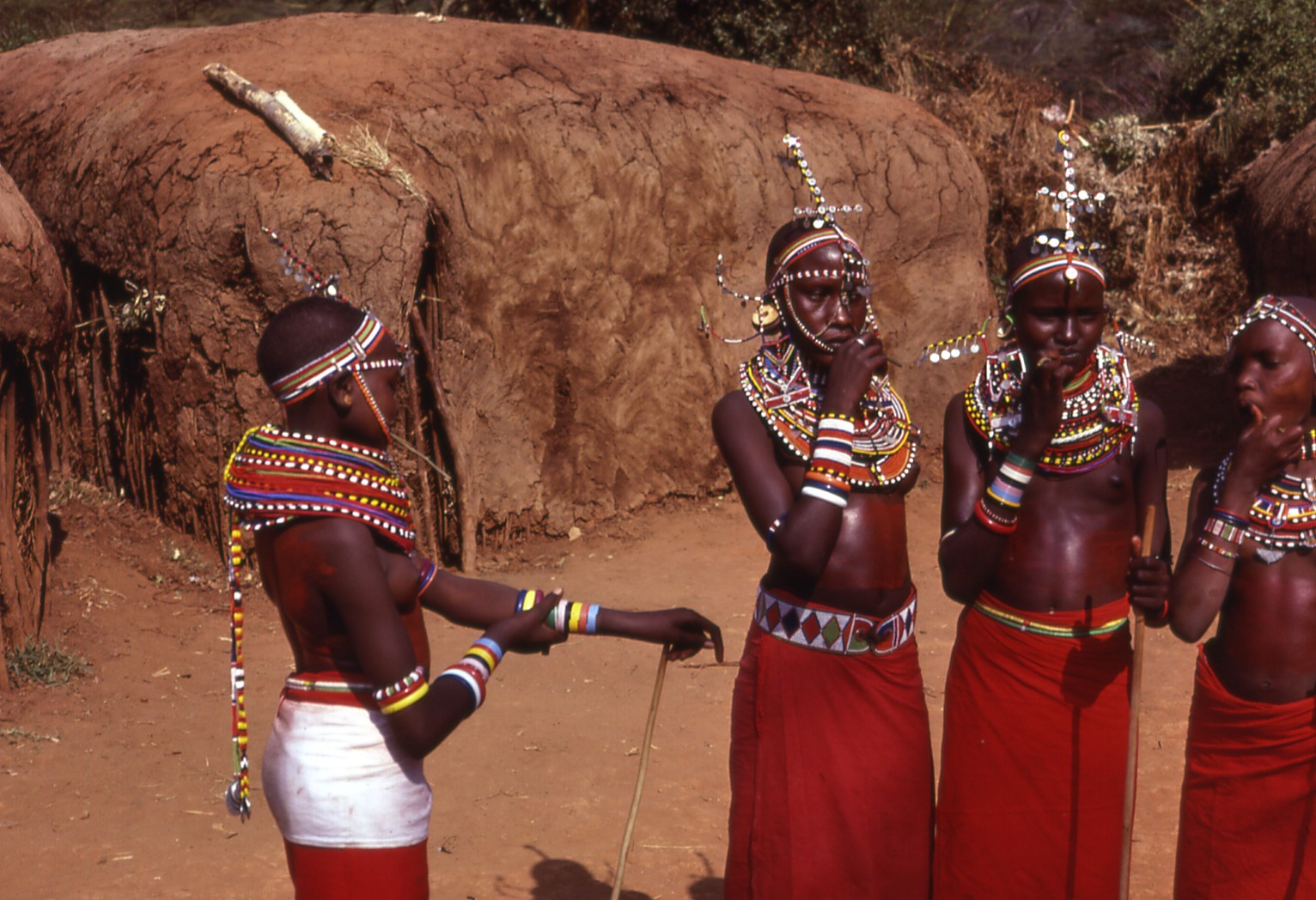 Filemaasai Girls, Kenyajpg - Wikimedia Commons-5526