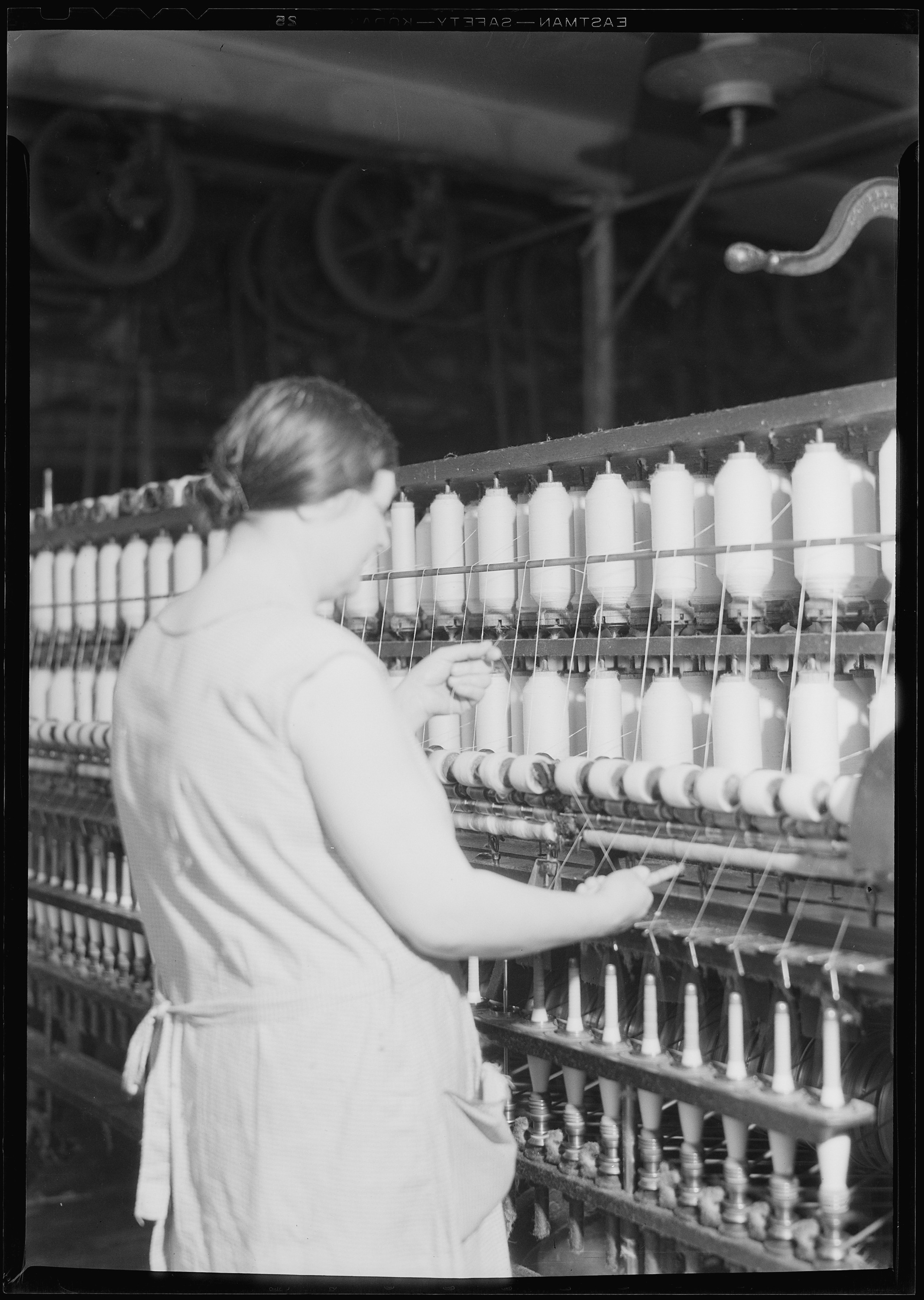 File:Manchester, New Hampshire - Textiles. Pacific Mills. Spinning ...