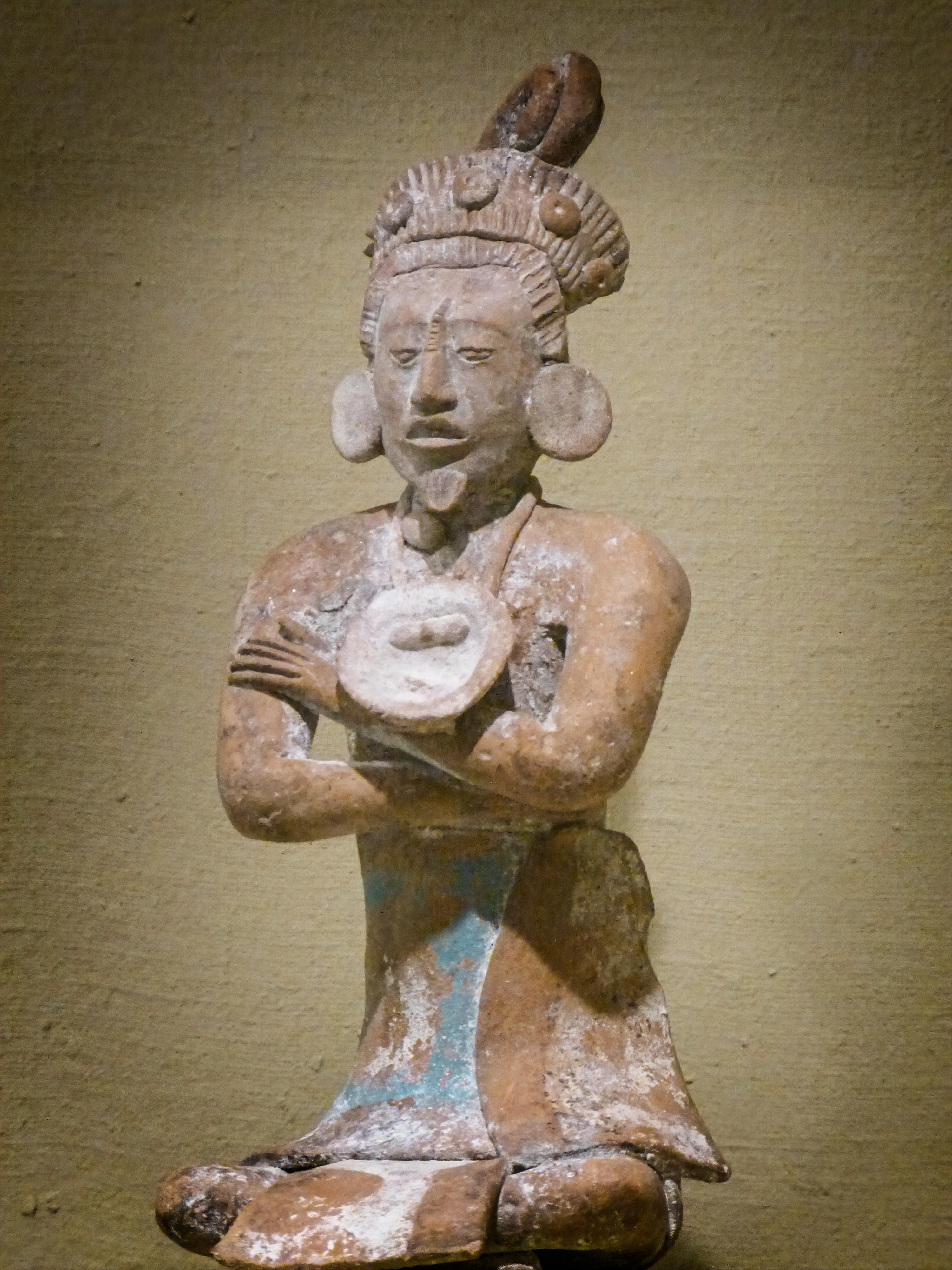 File:Maya seated male figure 600-900 CE at the Portland Art