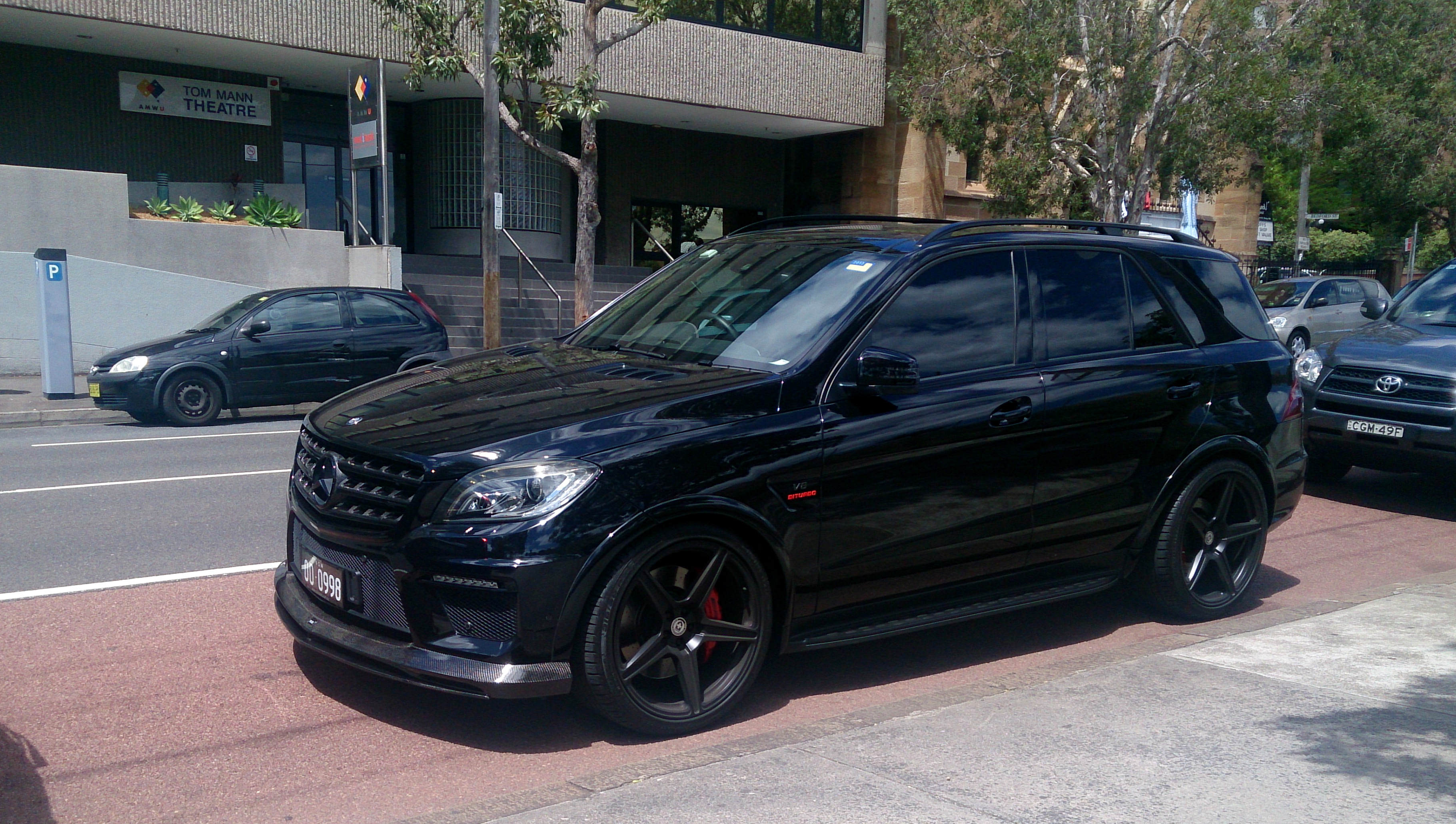 File mercedes benz ml63 amg 10818563506 jpg wikimedia for Mercedes benz amg ml63