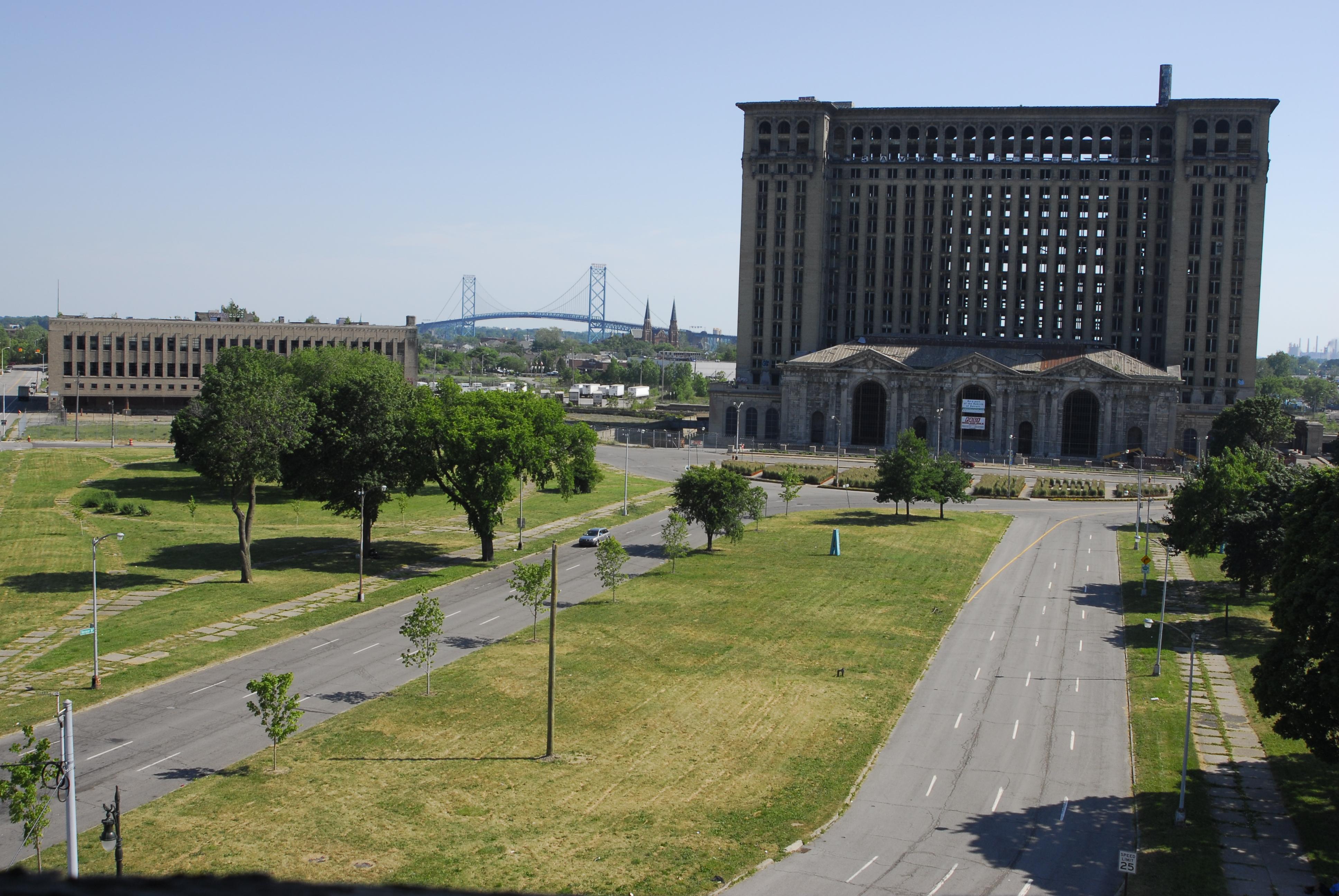 Image Usa Ville >> File:Michigan Central Station - Detroit, Michigan, U.S. (10 June 2012).jpg - Wikimedia Commons