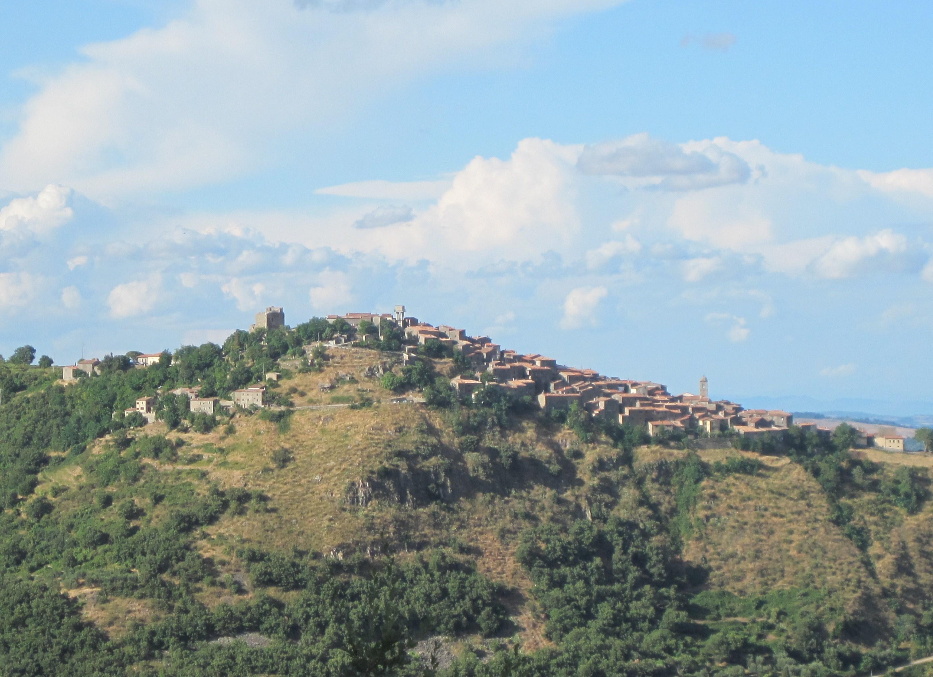 Vista del paese di Montelaterone