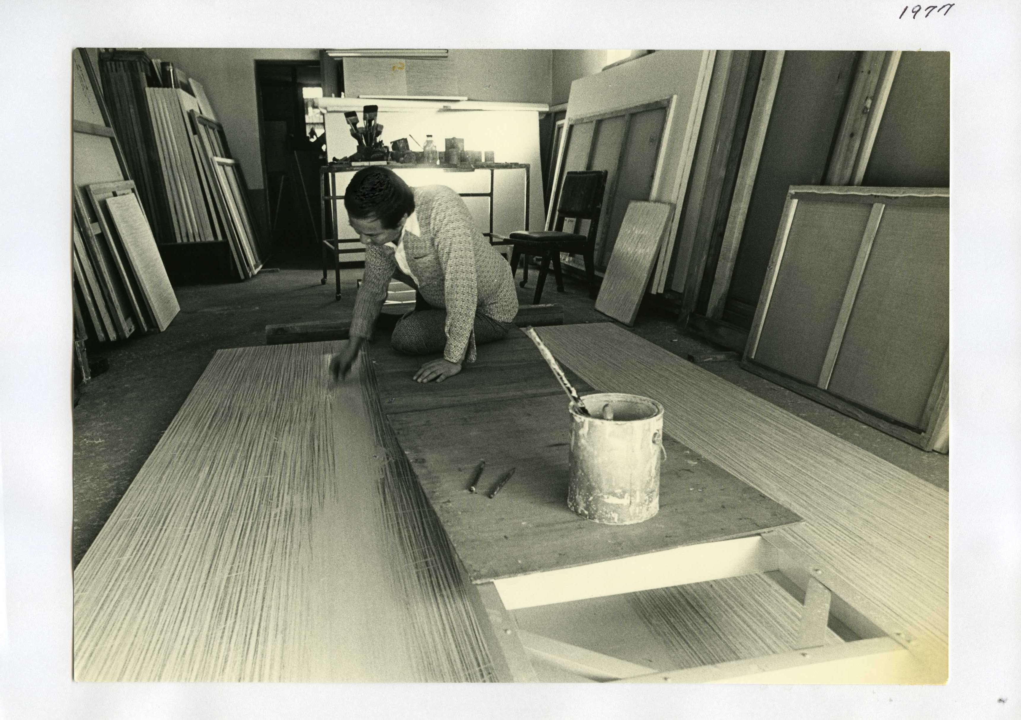 of this work, hereby publish it under the following license: English Park Seo-Bo working on a piece of his Ecriture at his Hapjeong-dong studio in 1977