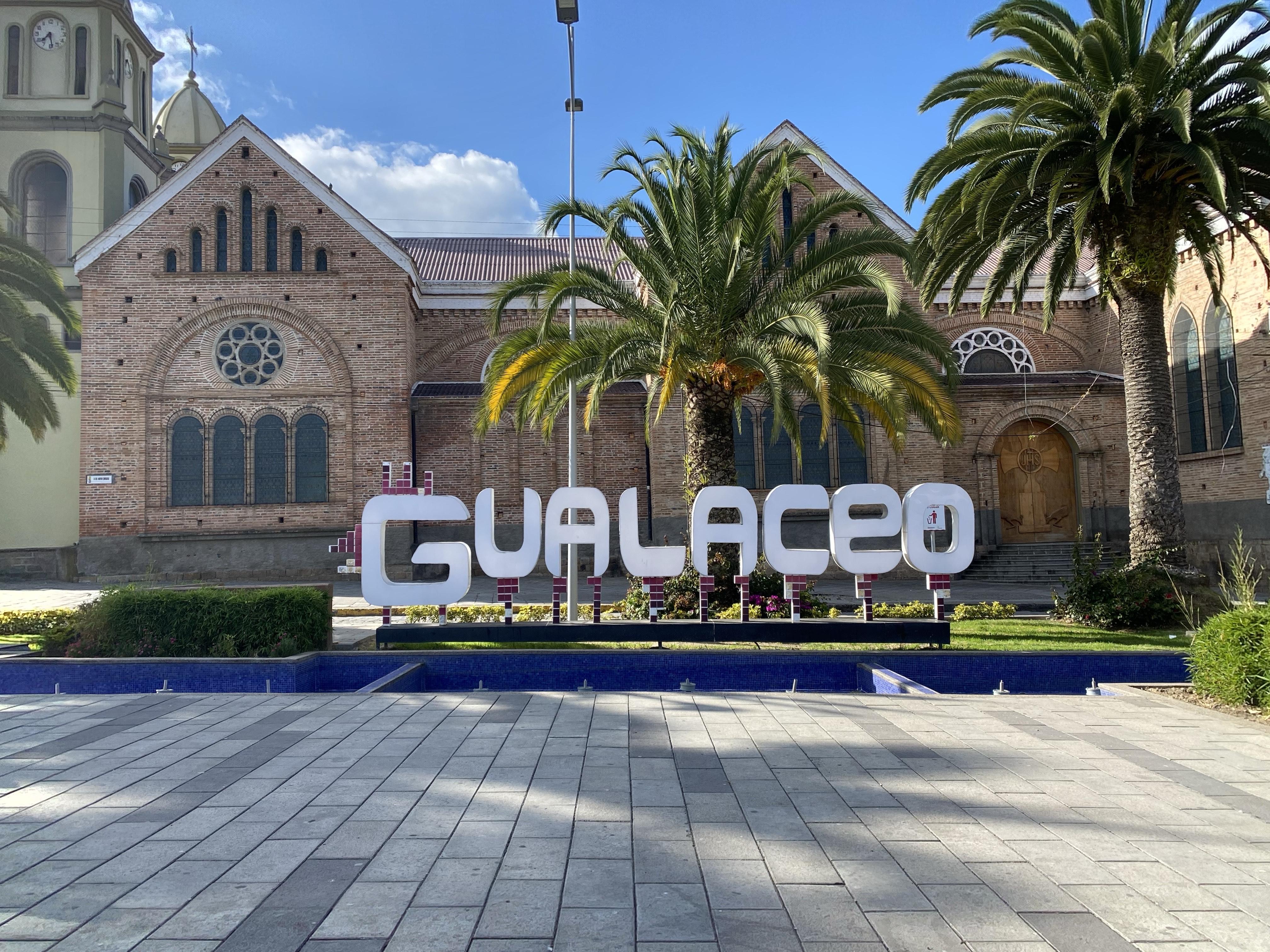 Archivo:Plaza Cívica de Gualaceo.jpg - Wikipedia, la enciclopedia libre