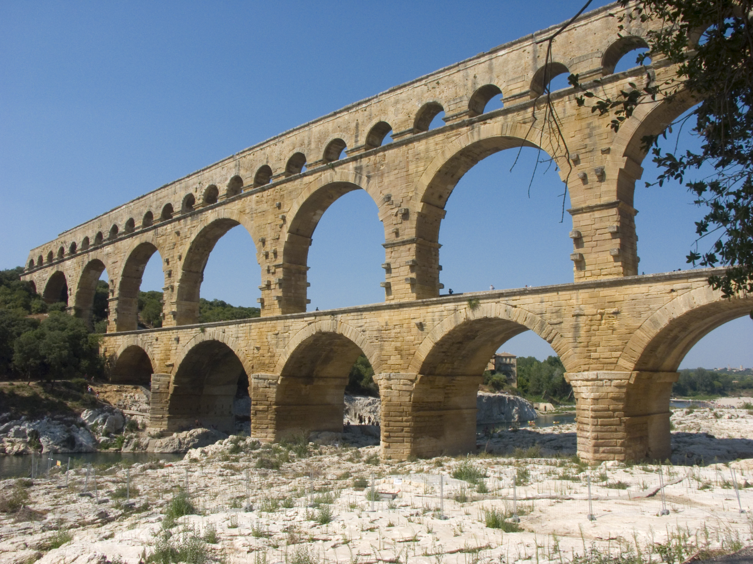 Vers pont du gard wikiwand for Architecture romaine