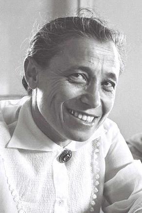אסתר רזיאל נאור
