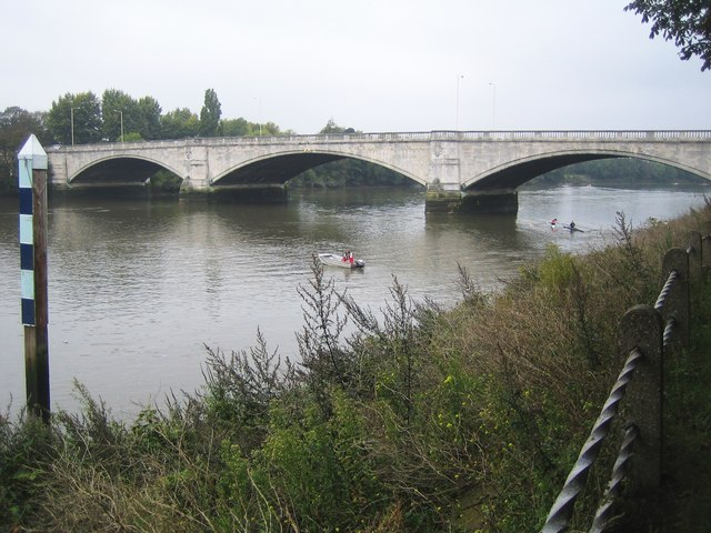 River Thames - Chiswick Bridge - geograph.org.uk - 579501