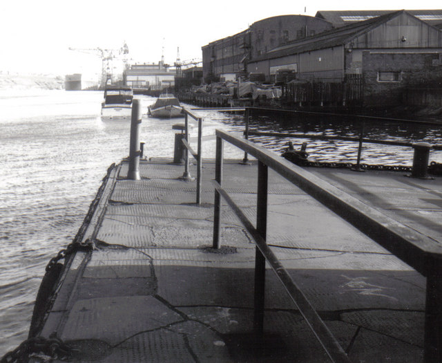 River Tyne, Swan Hunter's shipyard, Walker, 1976 - geograph.org.uk - 1274573