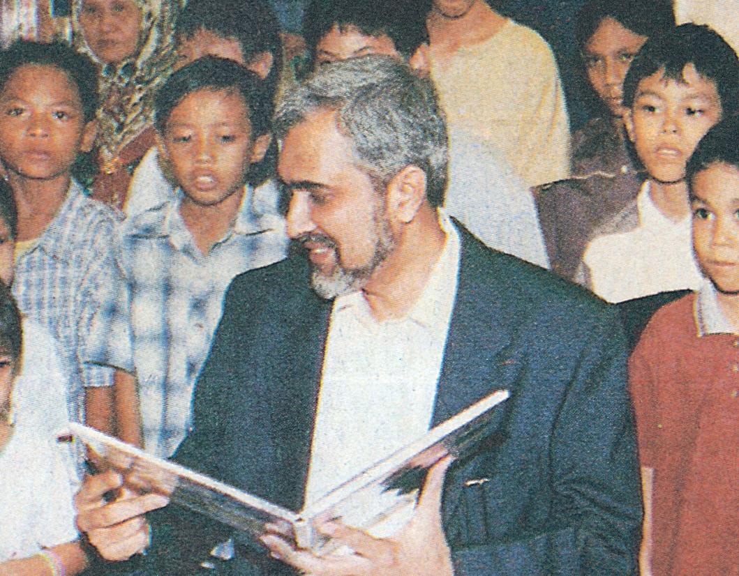 Saniyasnain Khan in 2003 at the Islamic Arts Museum, Kuala Lumpur.