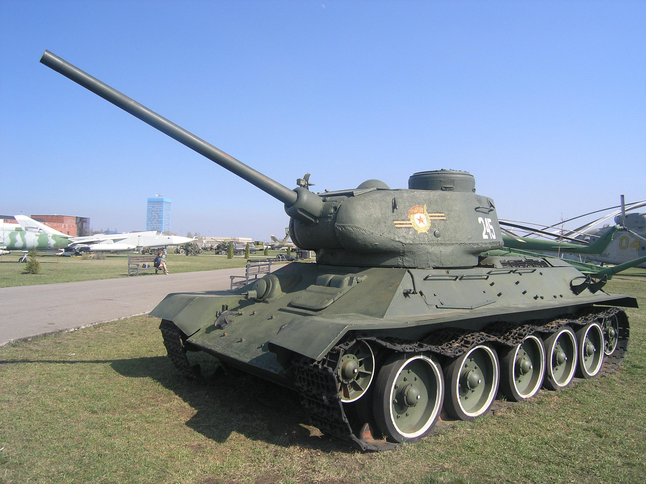 T-34-85,_museum,_Togliatti,_Russia-1.JPG