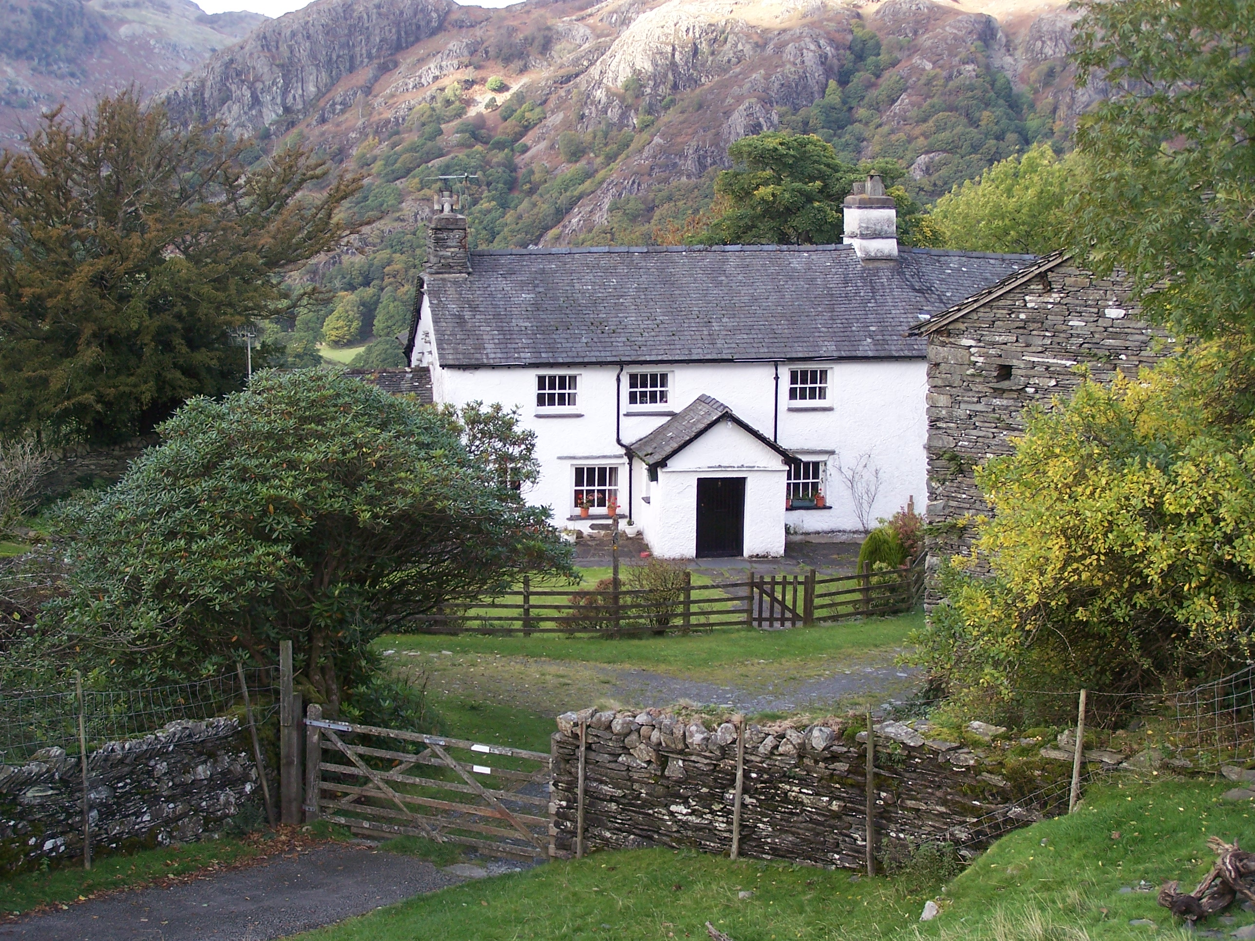 Http Commons Wikimedia Org Wiki File Tarn Howes Cottage Jpg