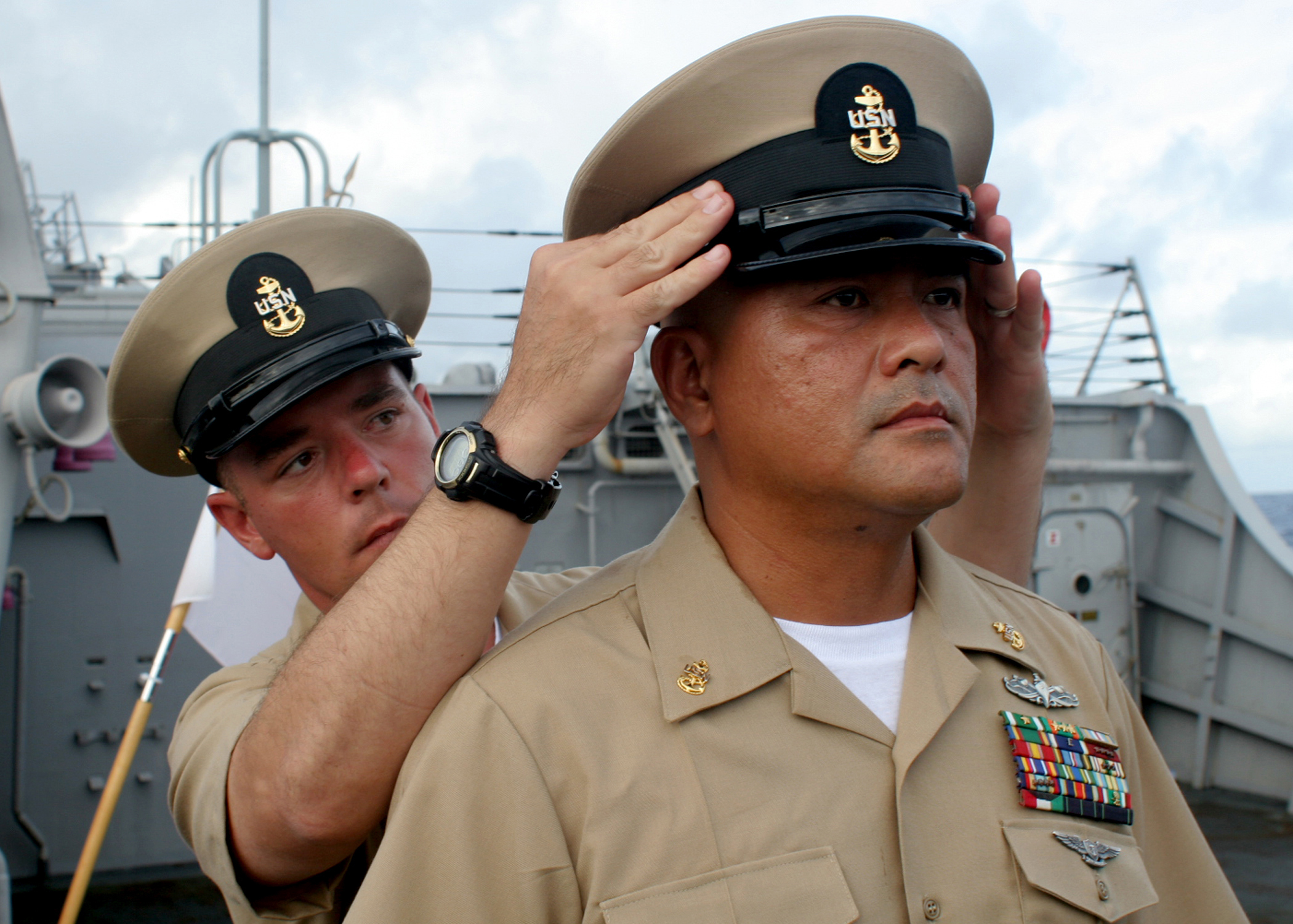 File:US Navy 070921-N-4953E-005 Chief Yeoman Alex Magee puts the ...