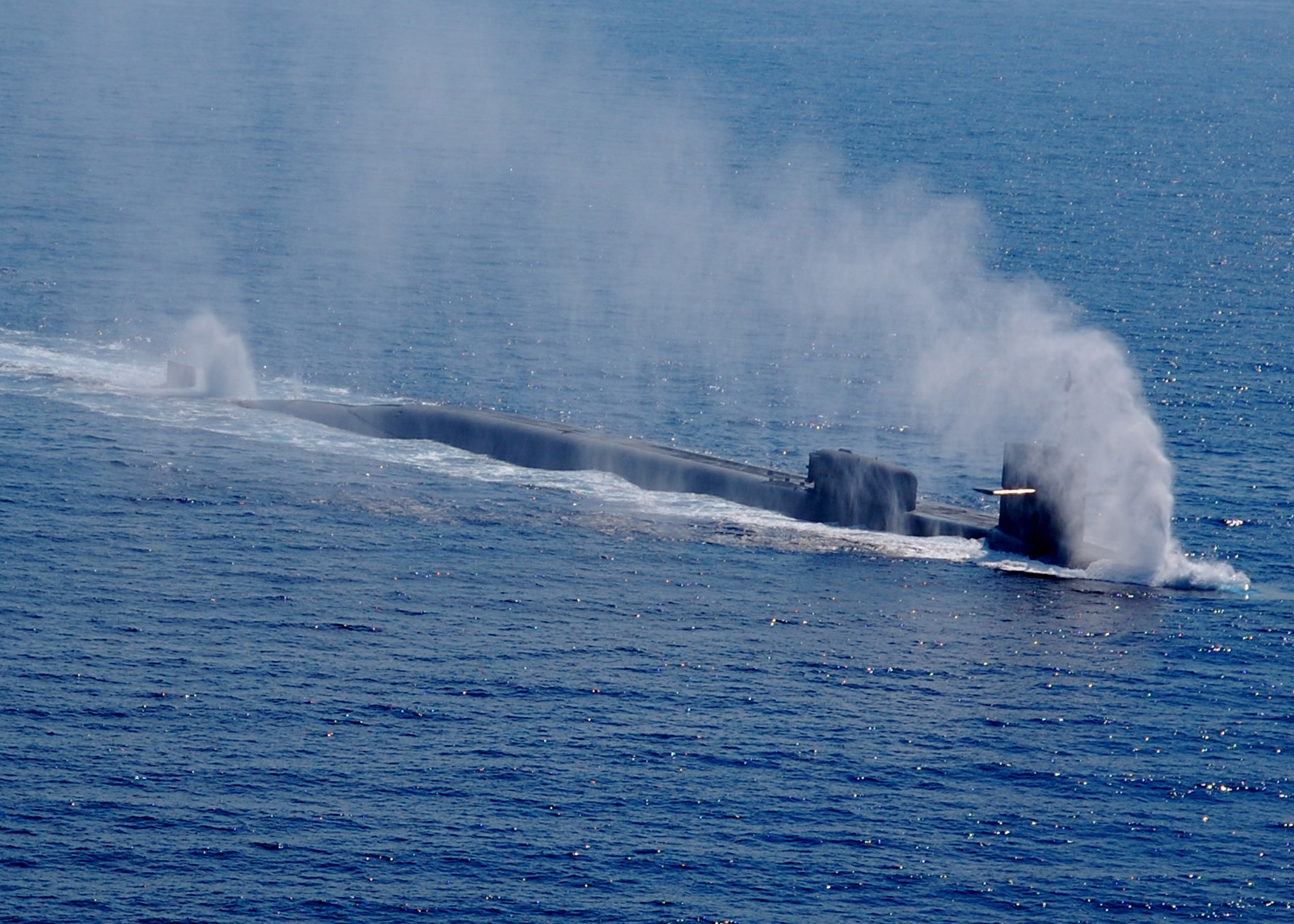 http://upload.wikimedia.org/wikipedia/commons/b/b5/US_Navy_090822-N-2911P-005_The_Ohio-class_guided-missile_submarine_USS_Georgia_%28SSGN_729%29_begins_to_submerge_after_a_port_visit_to_Naples%2C_Italy.jpg