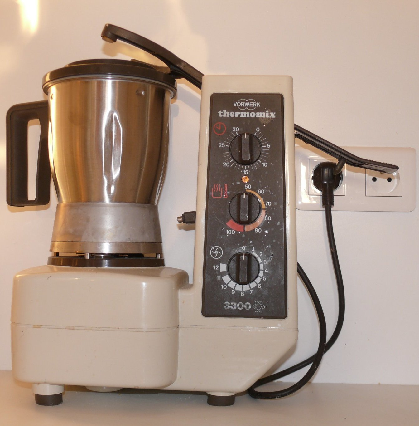 File vorwerk thermomix 3300 wikimedia commons - I companion vs thermomix ...
