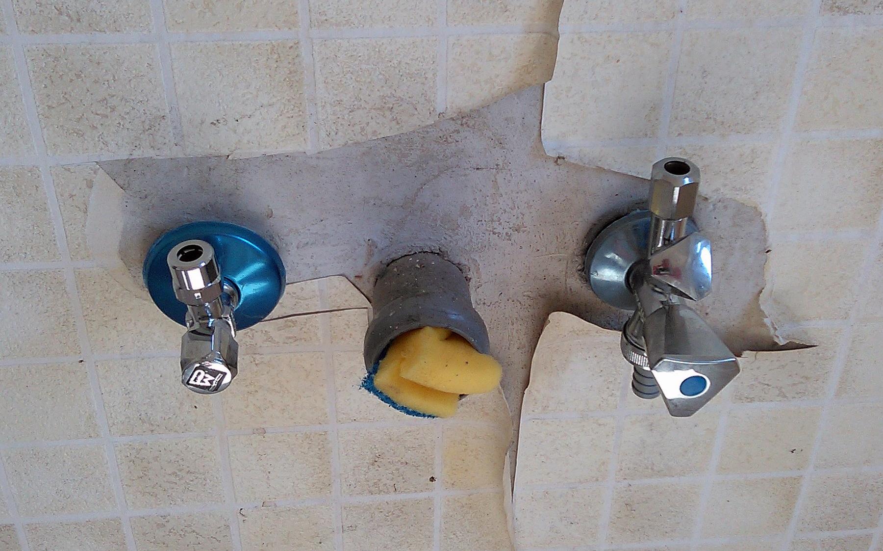 Wasseranschluss Küche Verlängern : file wasseranschluss in einer kueche fcm jpg wikimedia commons ~ A.2002-acura-tl-radio.info Haus und Dekorationen