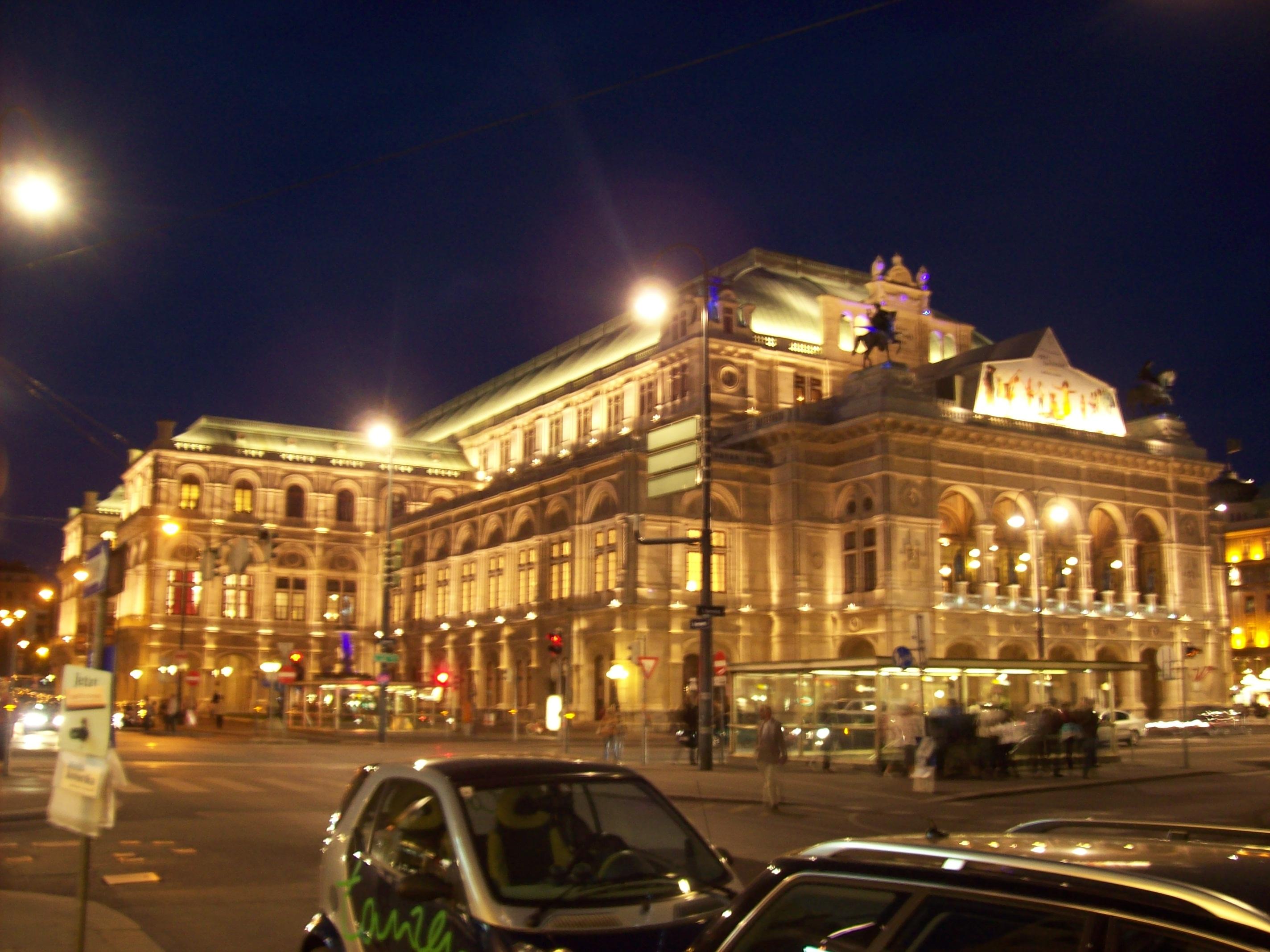 File:Wien - Staatsoper.jpg - Wikimedia Commons