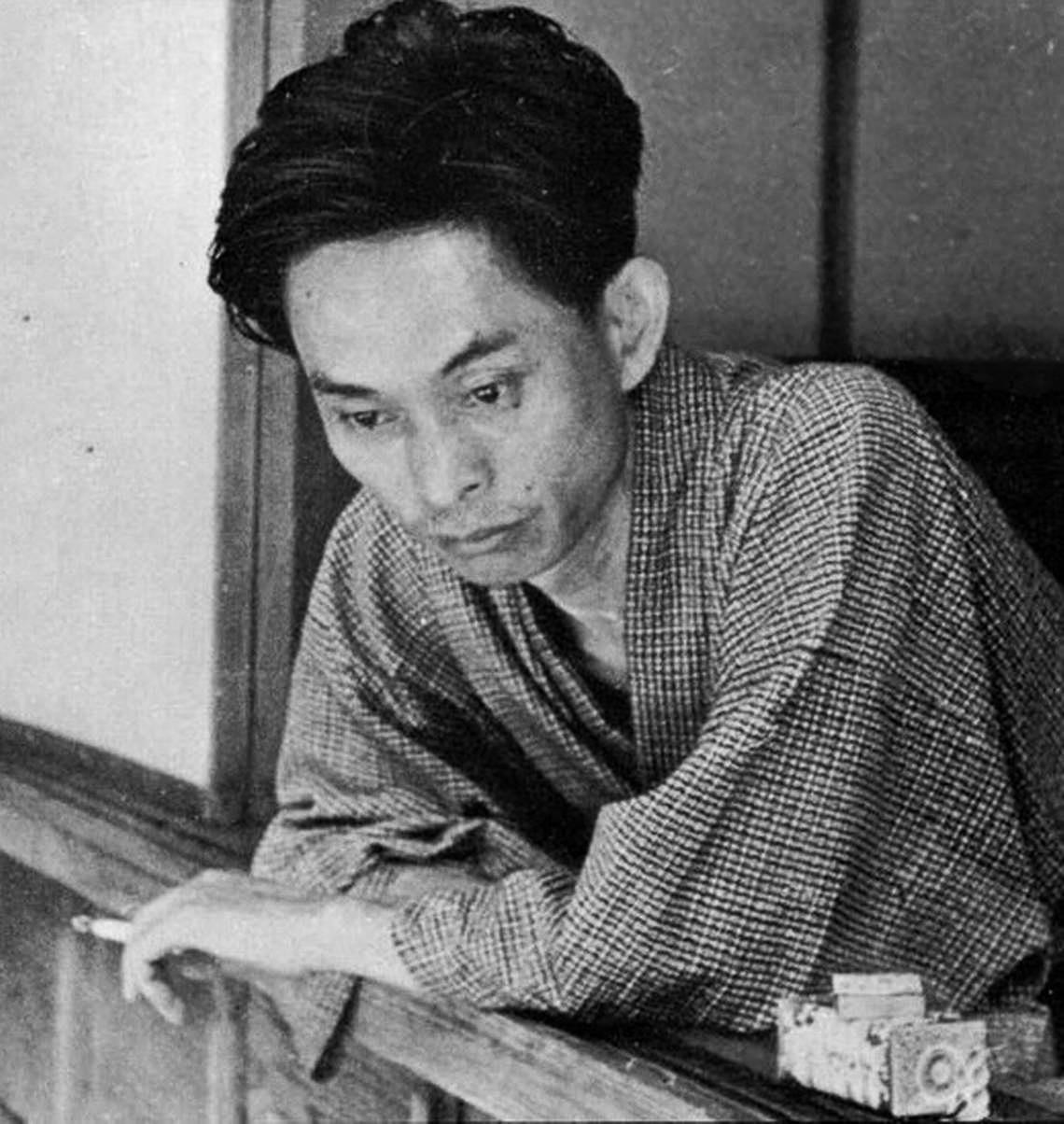 Kawabata at his home in [[Kamakura, Kanagawa|Kamakura]]