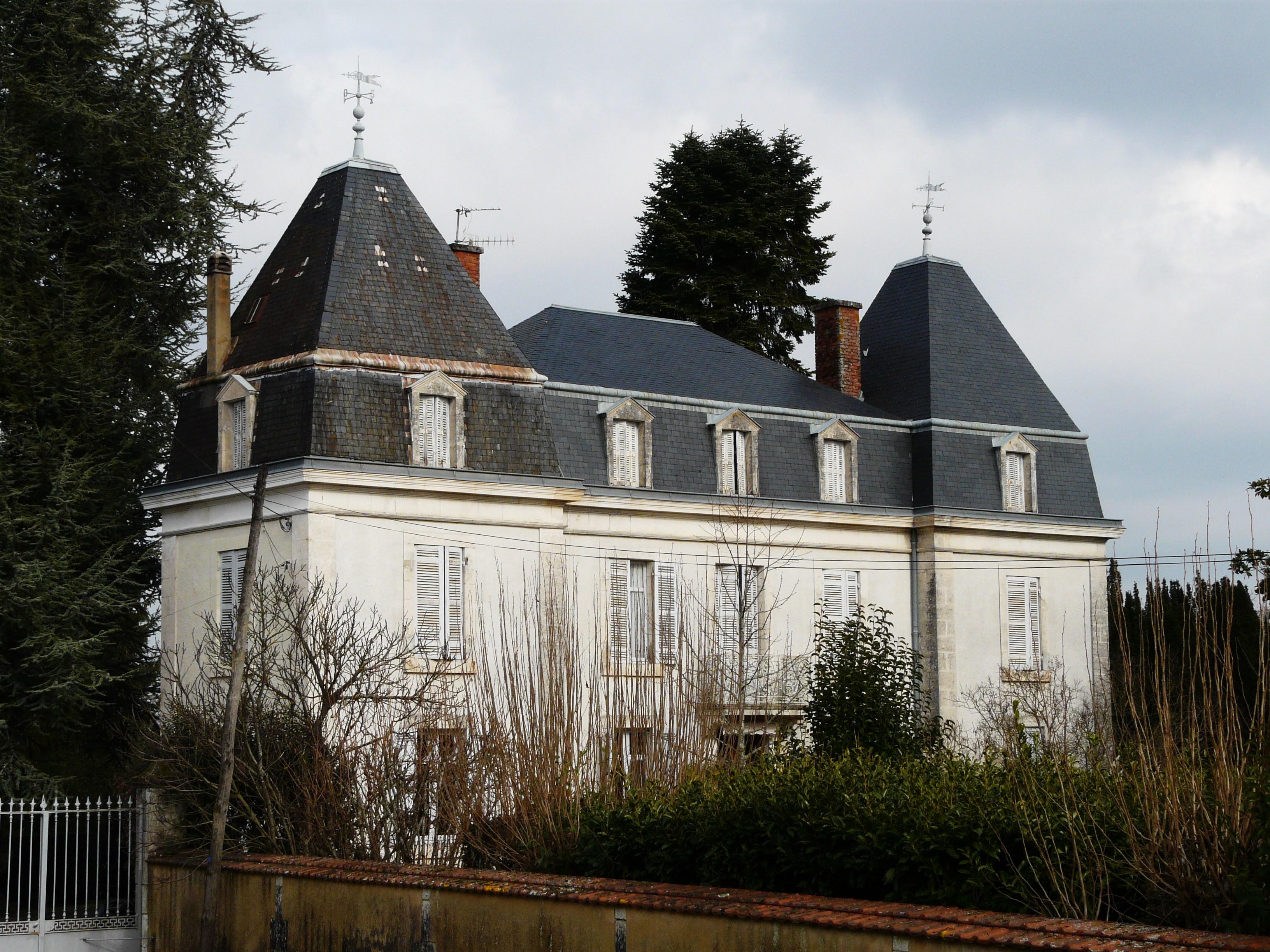 Fichier glise neuve de vergt maison bourgeoise jpg wikip dia - Maison ancienne bourgeoise paris vi ...