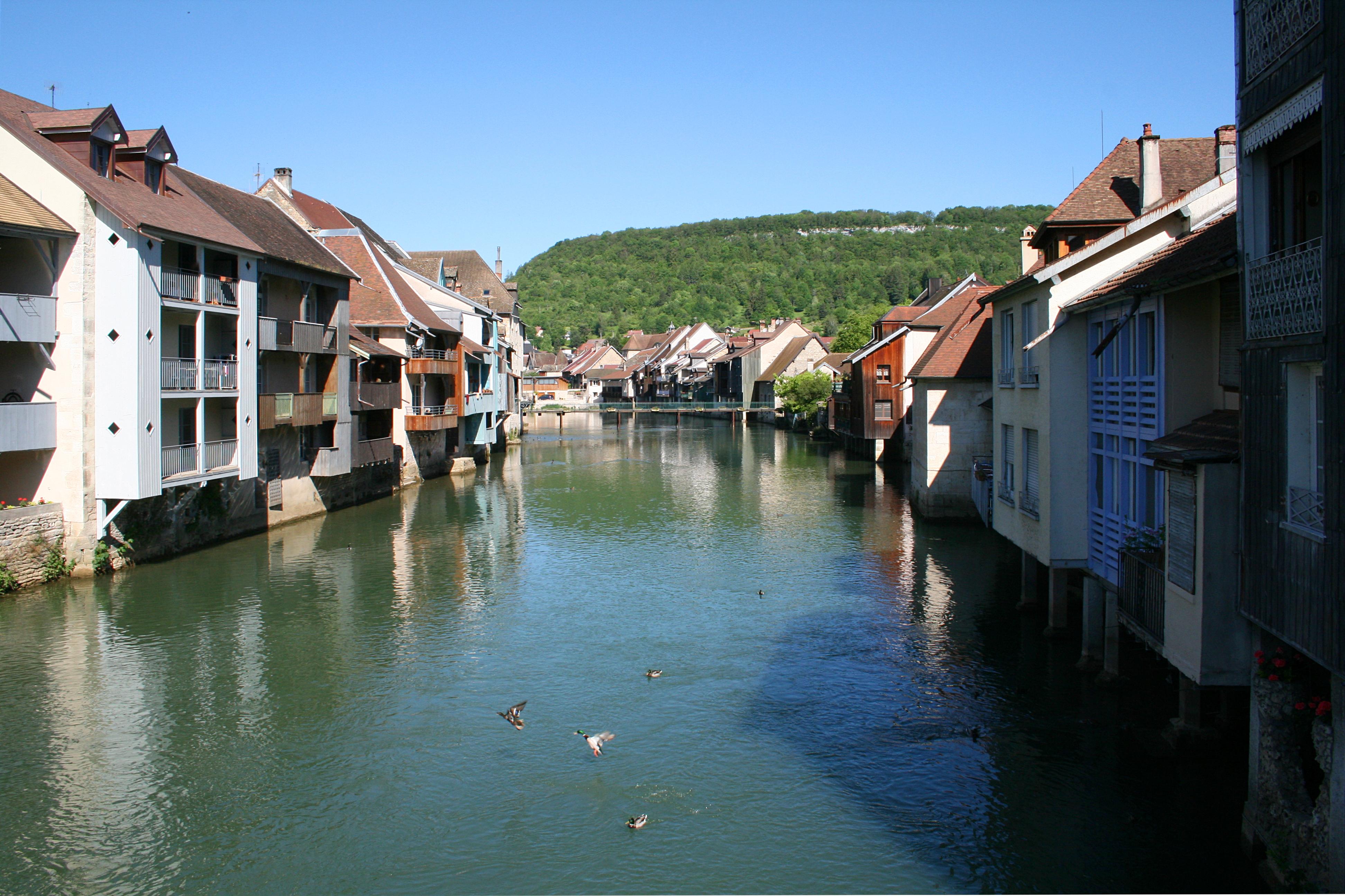 Ornans France  city images : 0 Ornans Quartiers bordant la Loue Wikimedia Commons