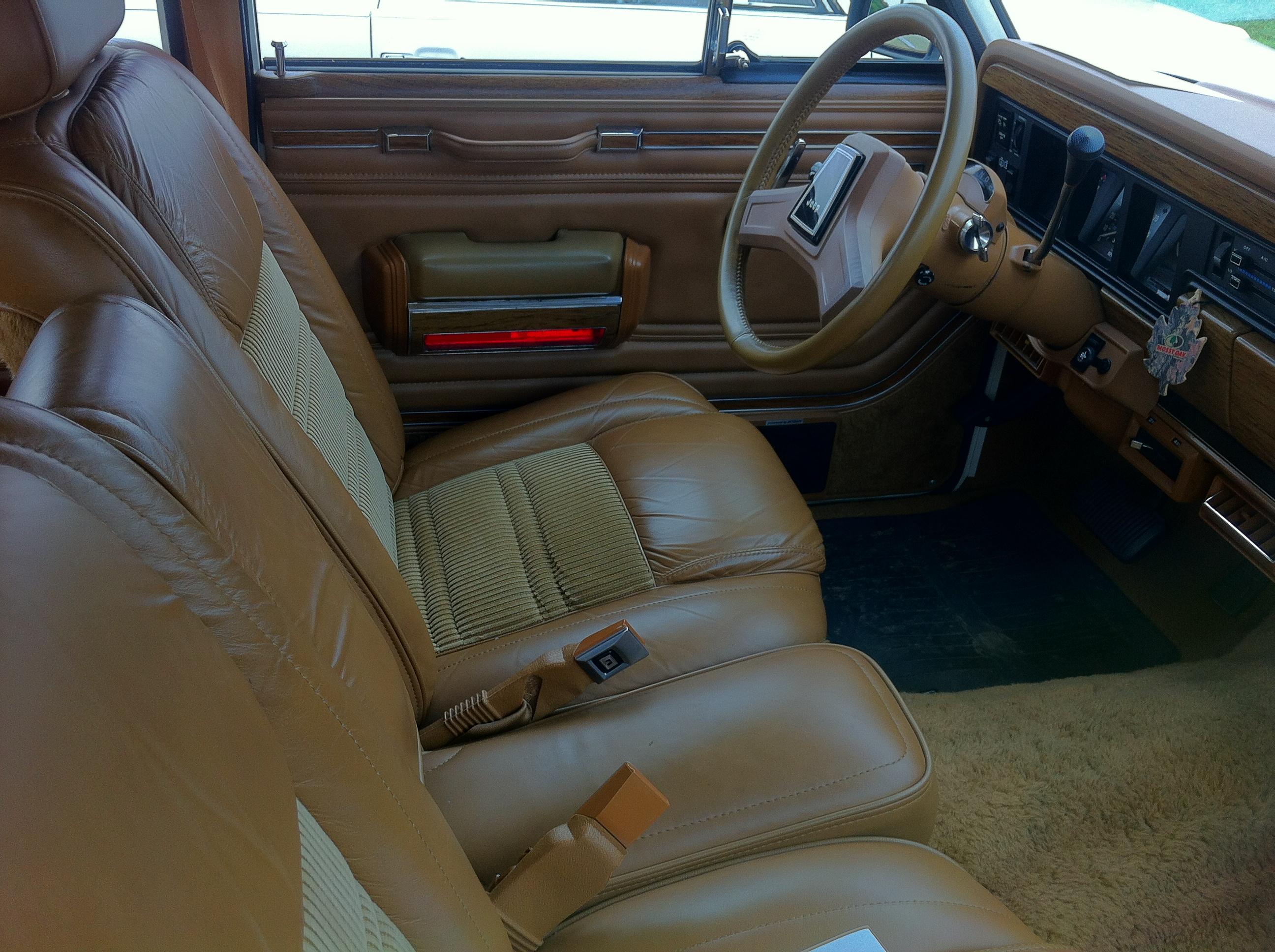 File:1986 Jeep Grand Wagoneer White J Mason Dixon Dragway 2014
