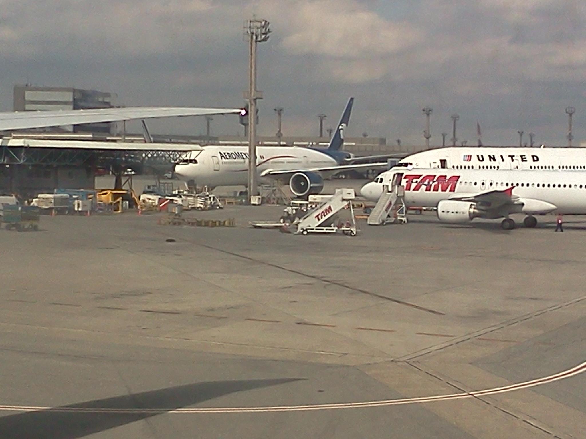 File:Aeroporto Internacional de São Paulo Guarulhos Aviões da TAM  #827649 2048x1536 Banheiro De Avião Internacional