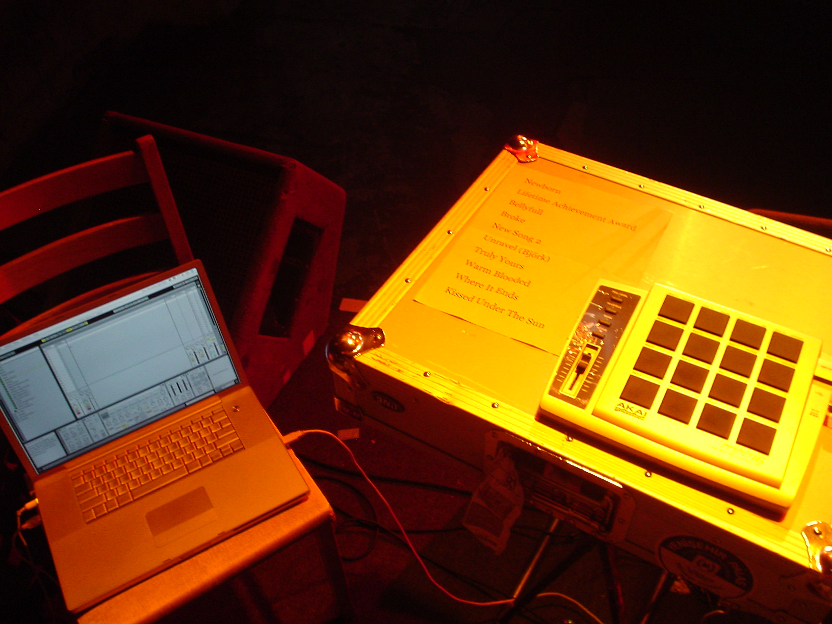 File:Akai MPD16, 17' PowerBook - my rig  jpg - Wikimedia Commons