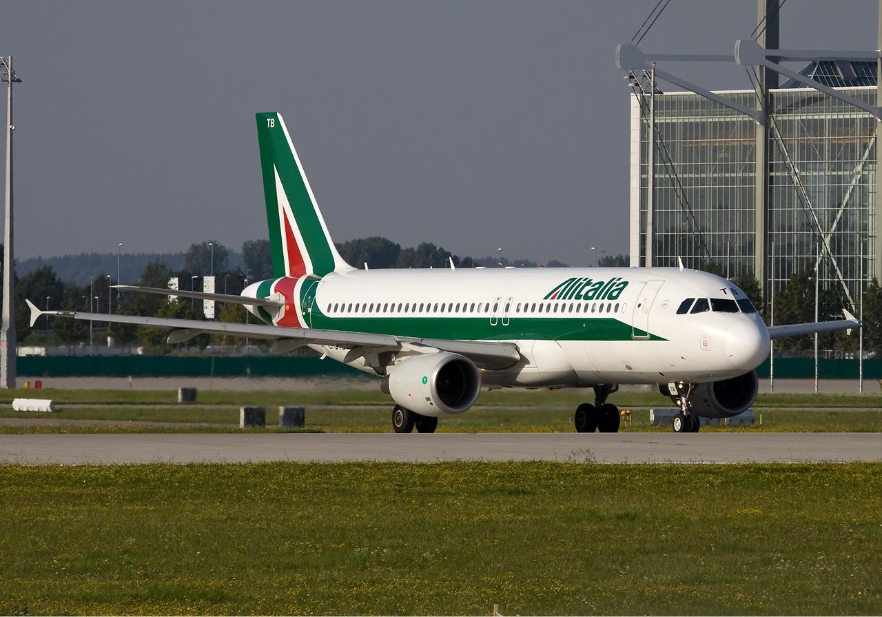 Alitalia_Airbus_A320_Simon.jpg