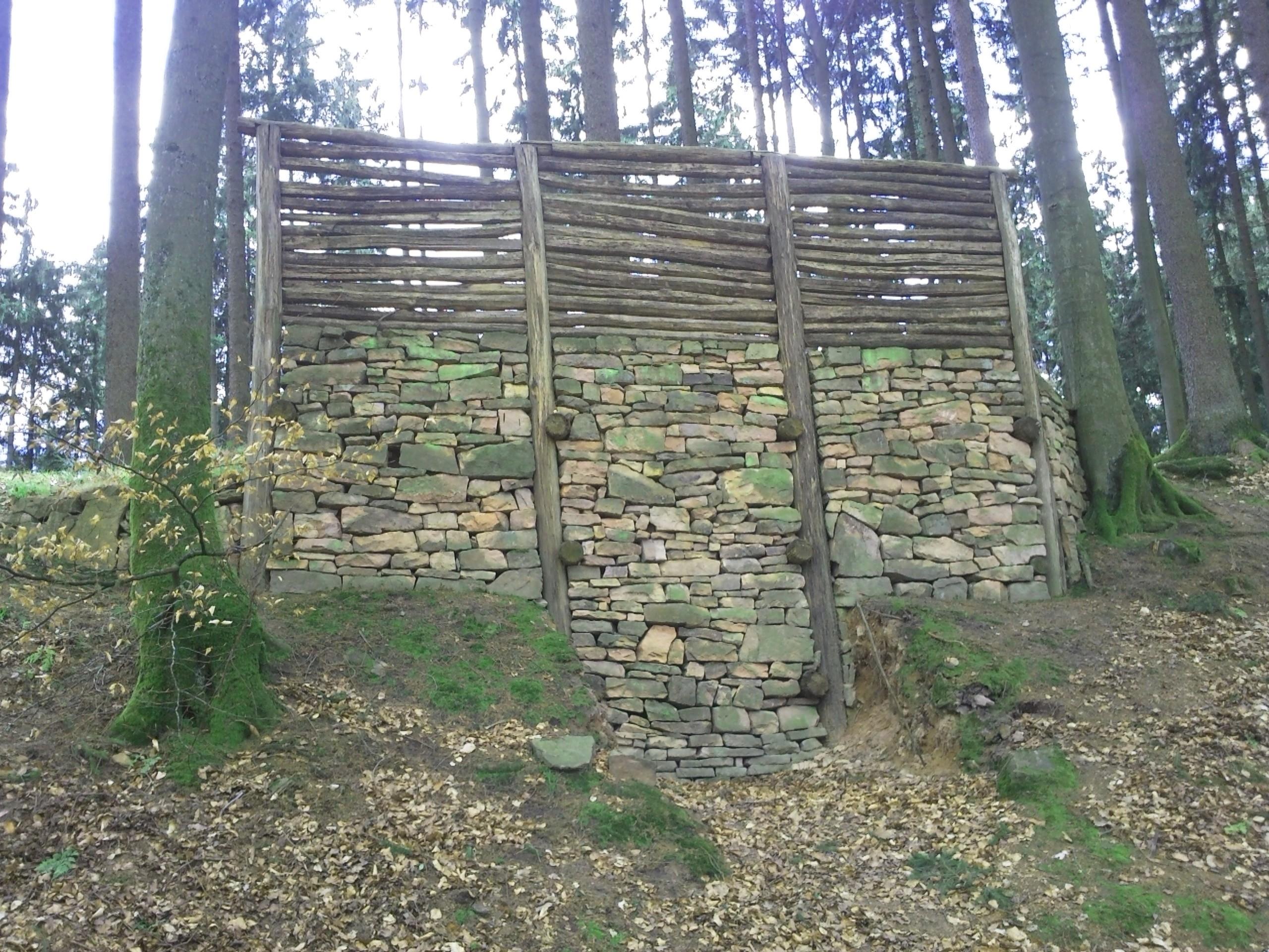 file alteburg ringwall rekonstruktion jpg wikimedia commons