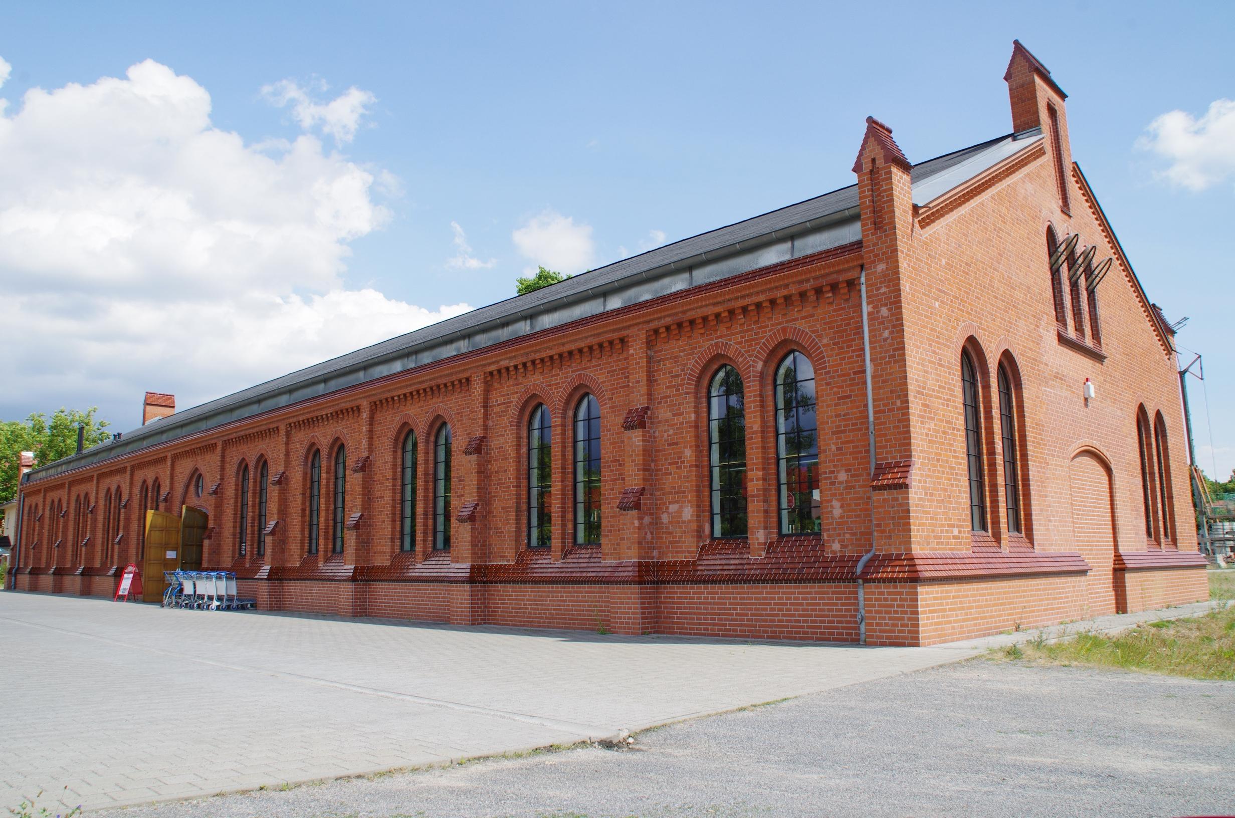 File:An der Exerzierhalle 1 Lübben.jpg - Wikimedia Commons