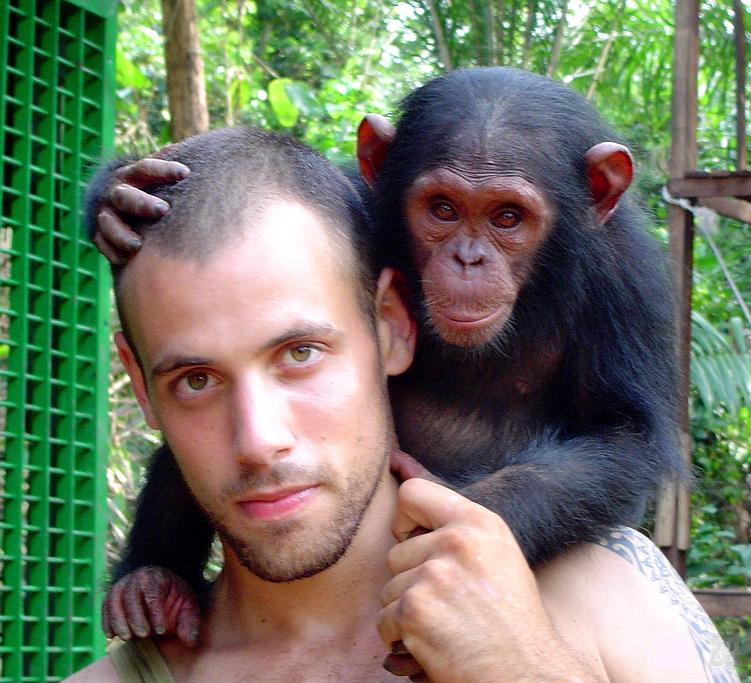 своим человек и обезьяна фото втором