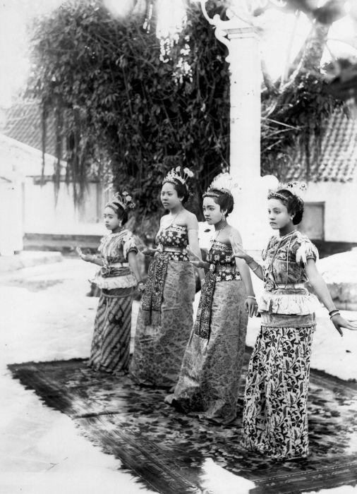 Penari dari Madura (1890-1917)