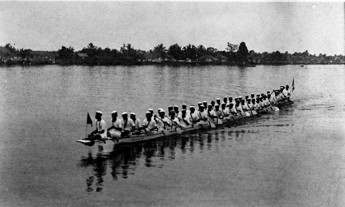 Oranje tijdens roeiwedstrijden op de rivier kapuas tmnr 60014549