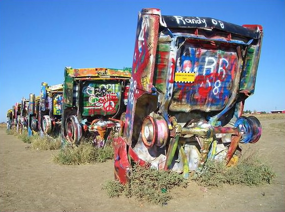 Datei:Cadillac Ranch Texas 2008 (2).jpg