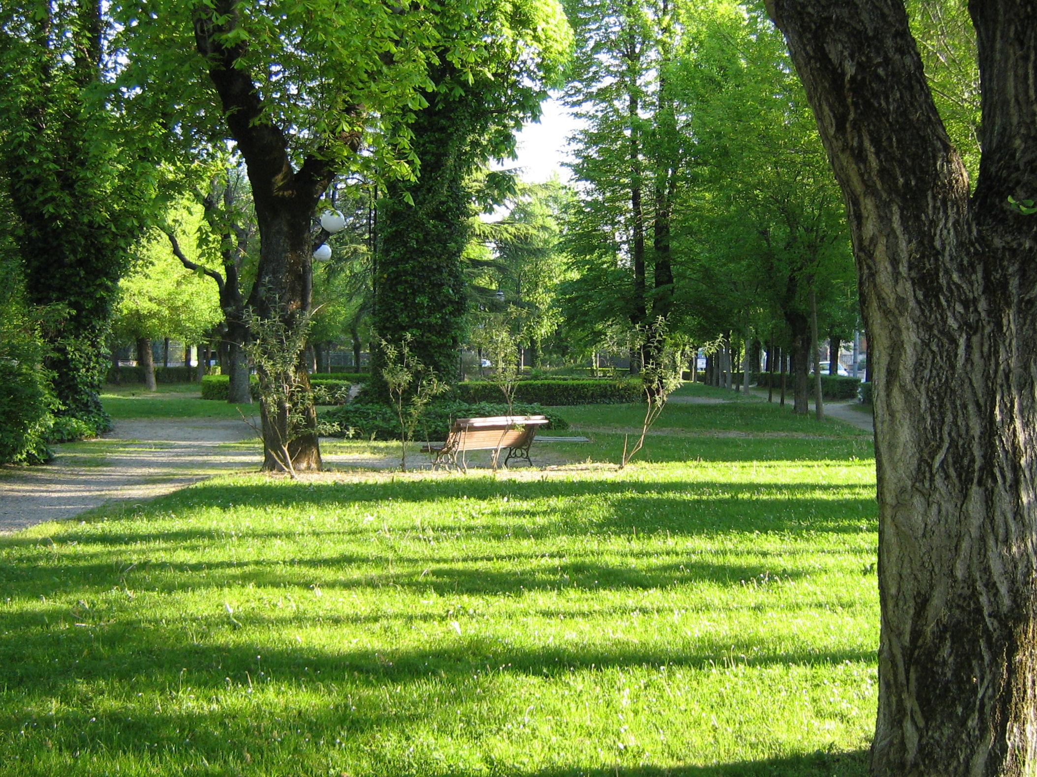 File castel goffredo giardini wikimedia for Giardini immagini