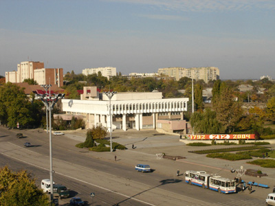 File:Central street of Tiraspol.jpg