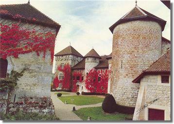 Fichier:Château de Thorens cour intérieure.jpg