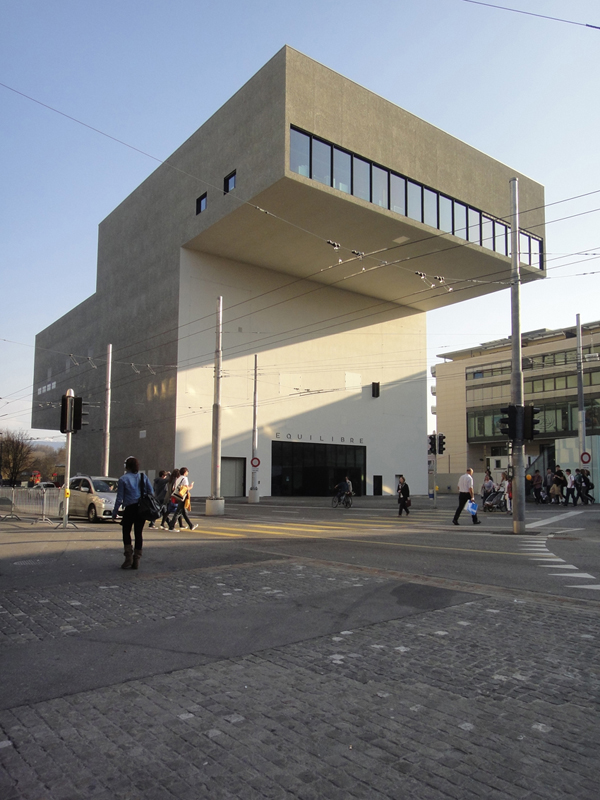 Quilibre salle de spectacles wikip dia for Architecture equilibre