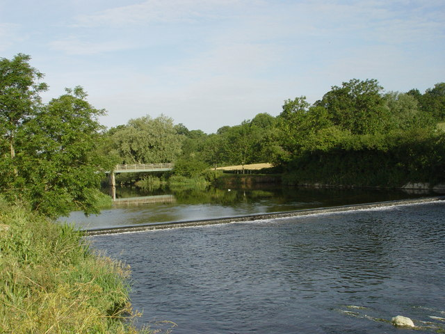 Eye Bridge and Weir - geograph.org.uk - 310004