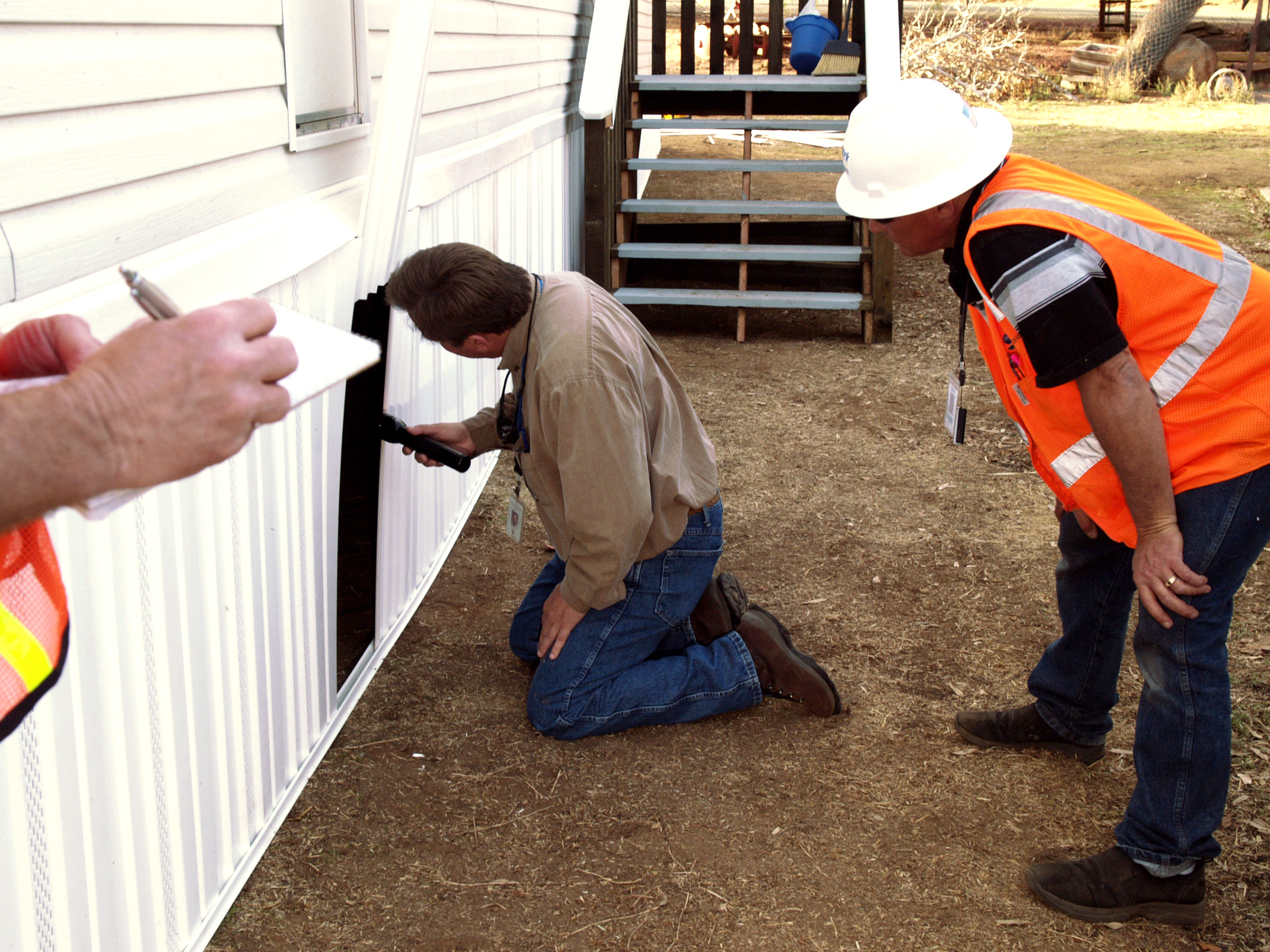 FEMA_-_33788_-_County_building_inspector_at_a_FEMA_supplied_mobile_home_in_California.jpg