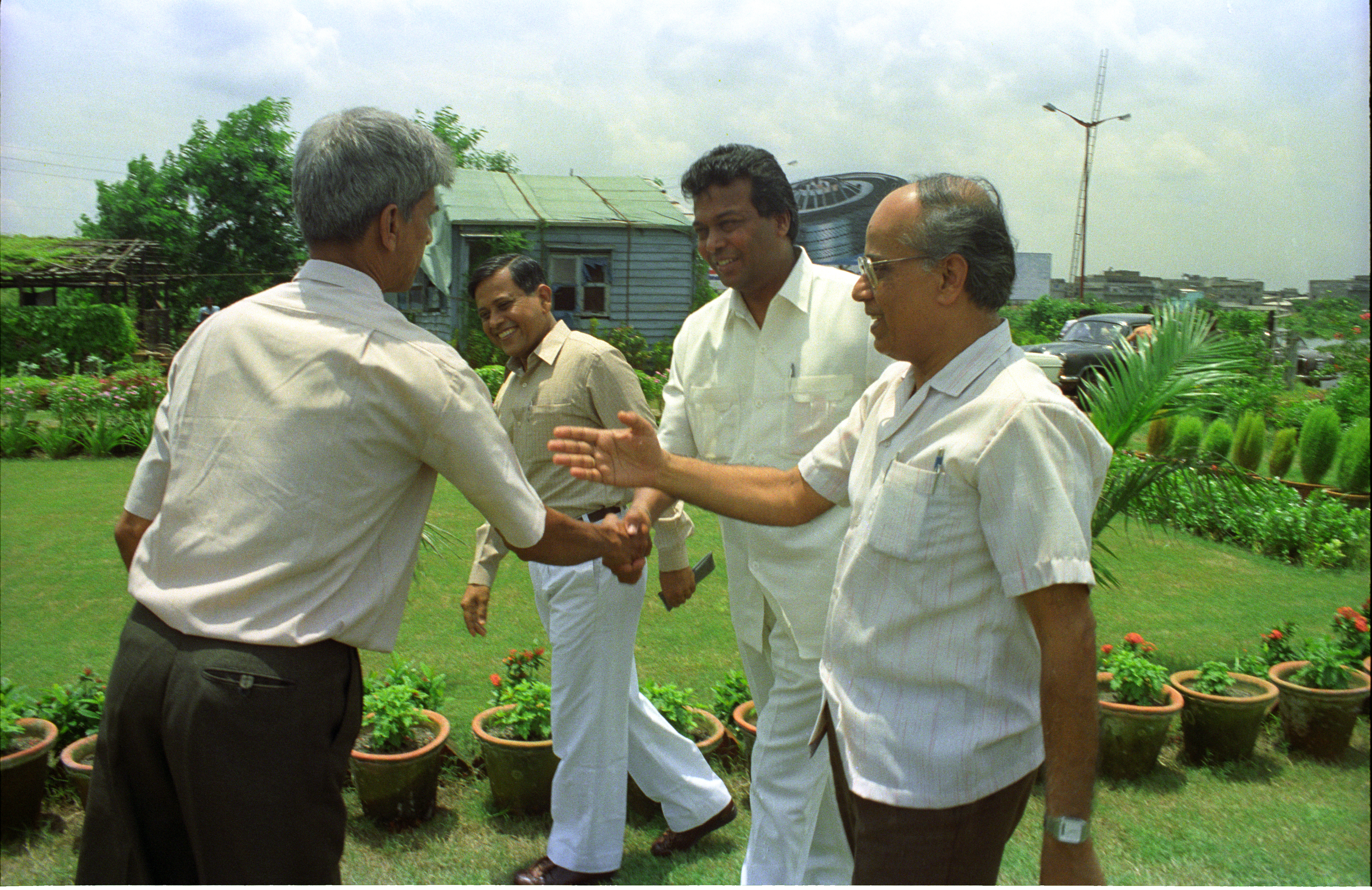 File:G Nagarajan Shakes Hands With Armoogum Parsuramen In
