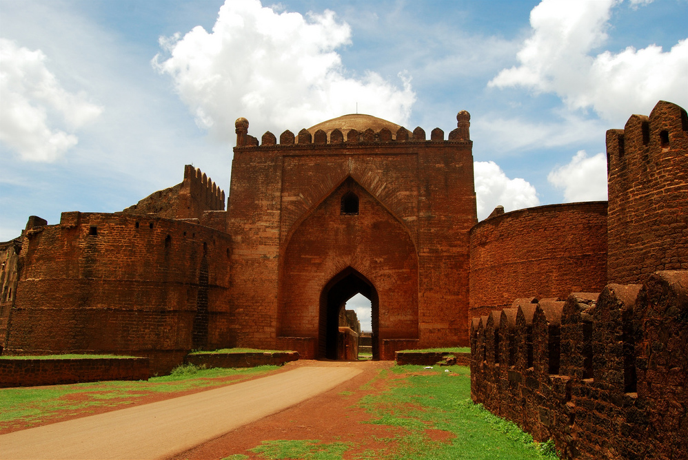 dating bidar Bidar is one of the 29 districts of karnataka which resembles the crown of the state occupying its north-eastern tip this small district possess its own glorious historical past dating back to many centuries.